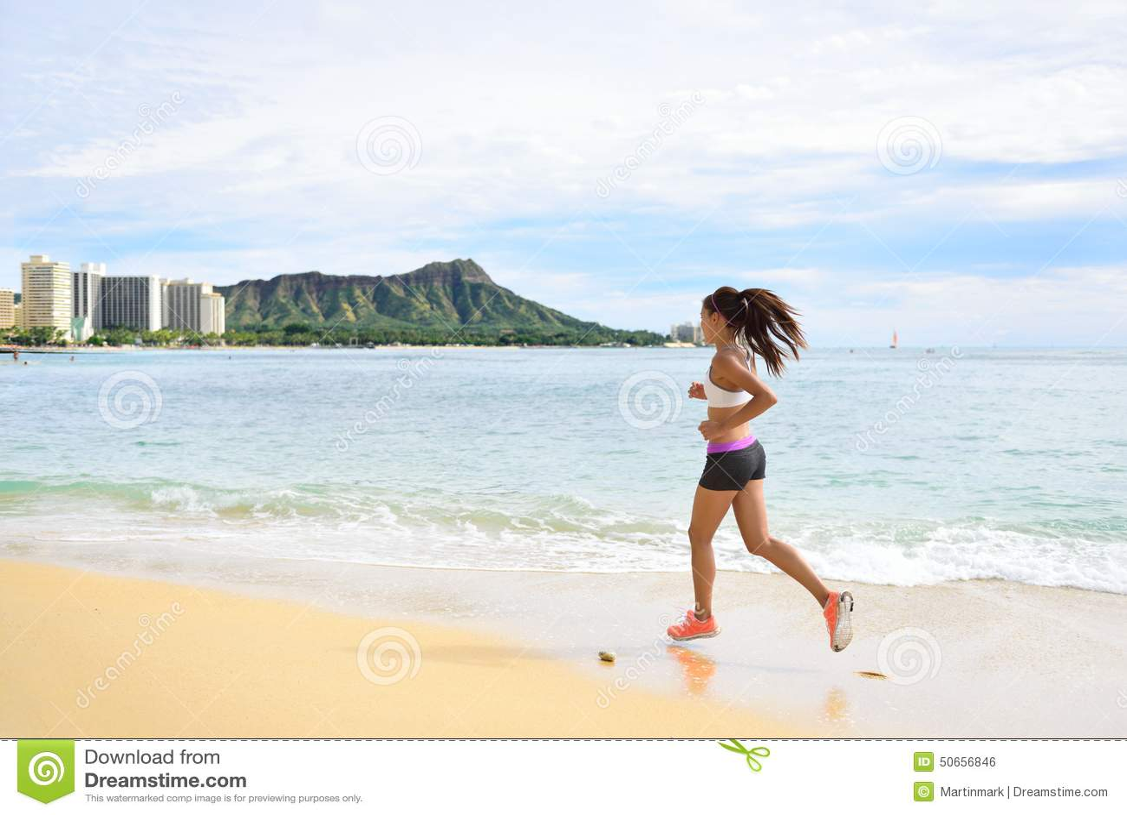 Δρομέας γυναικών - τρέχοντας παραλιών κοριτσιών ικανότητας