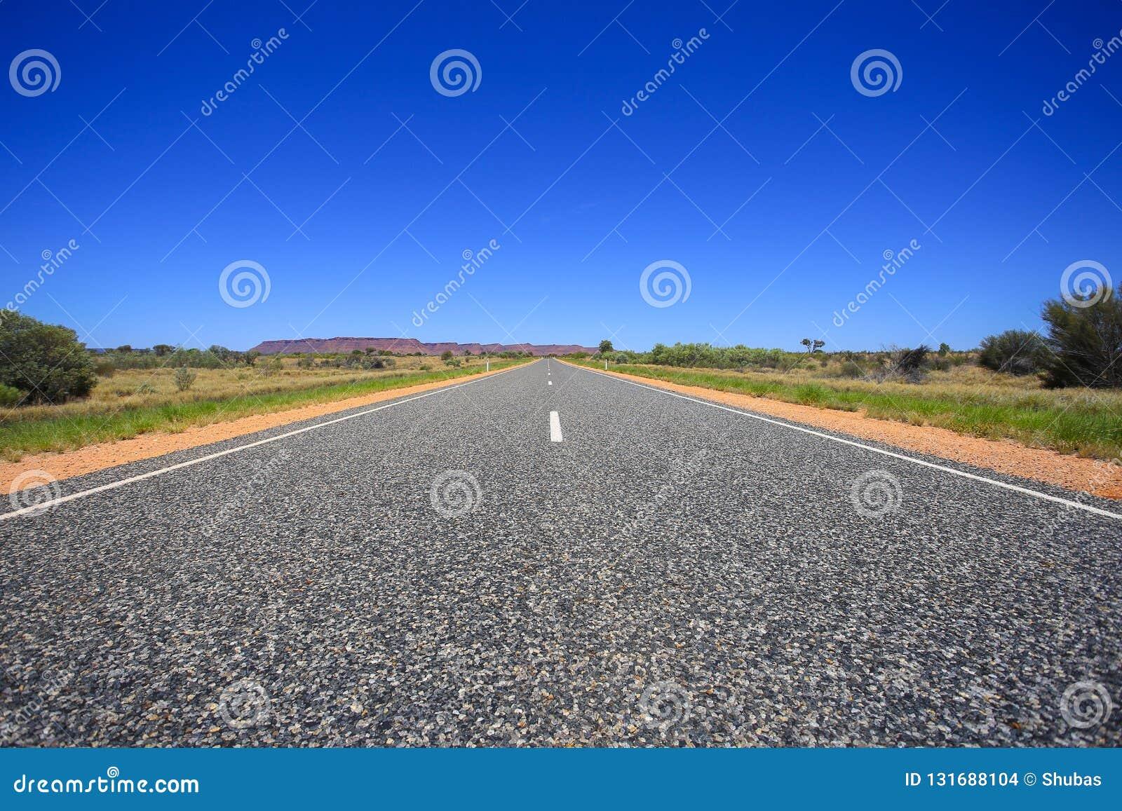 Δρόμος ασφάλτου, στενός επάνω αμμοχάλικου Όψη προοπτικής