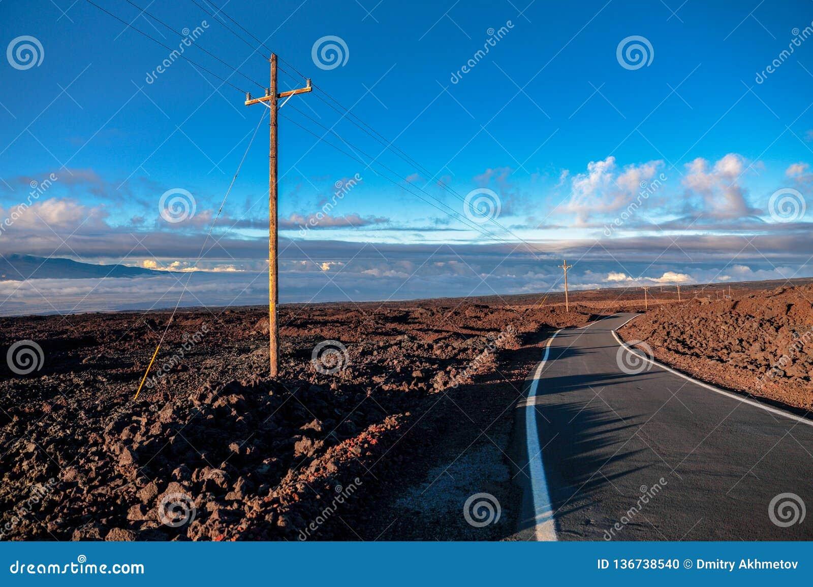 Δρόμος επάνω από τα σύννεφα κοντά στο βουνό Mauna Loa, Χαβάη