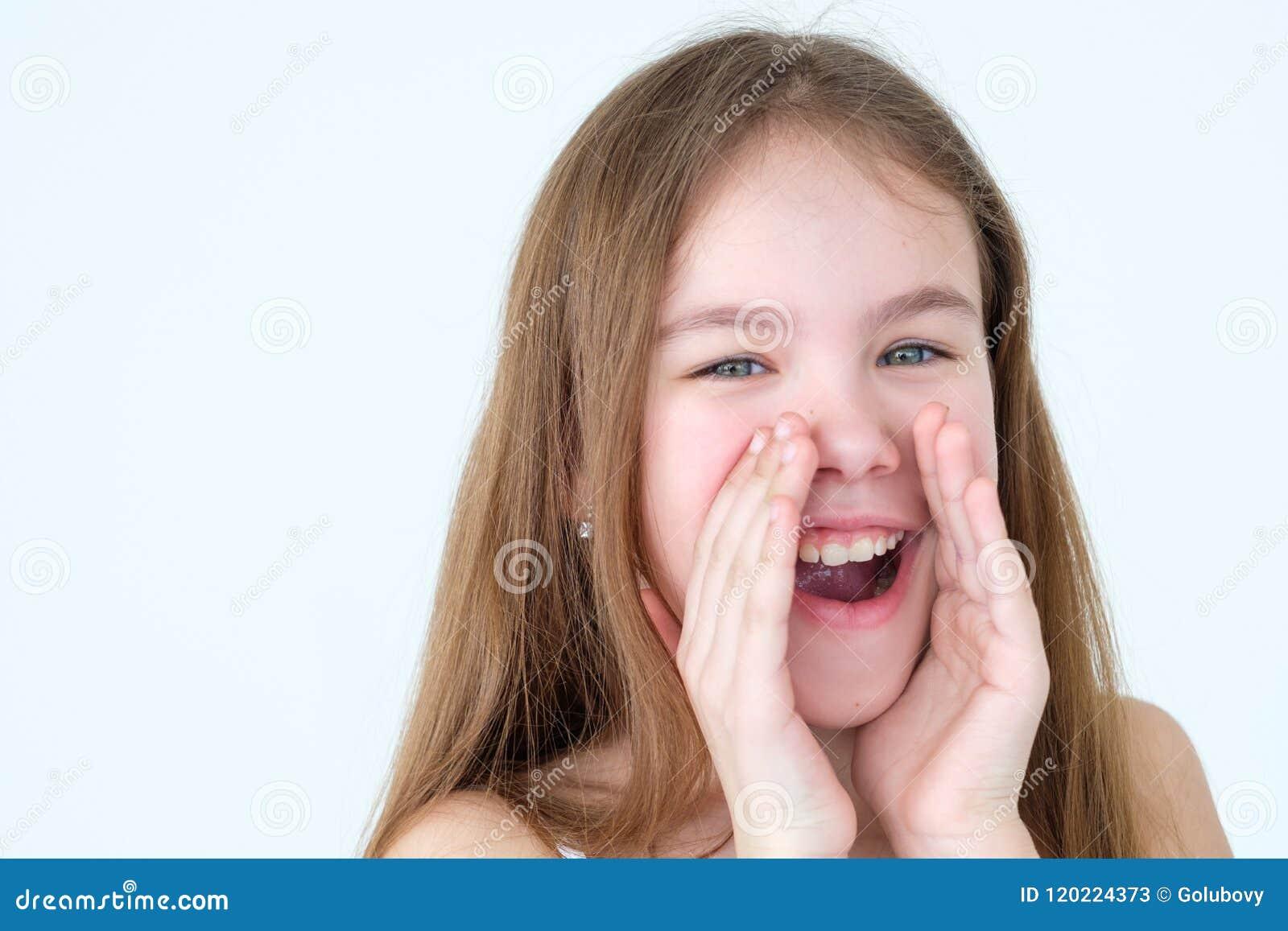 Δυνατό megaphone στοματικής κραυγής χεριών φλυτζανιών παιδιών συγκίνησης