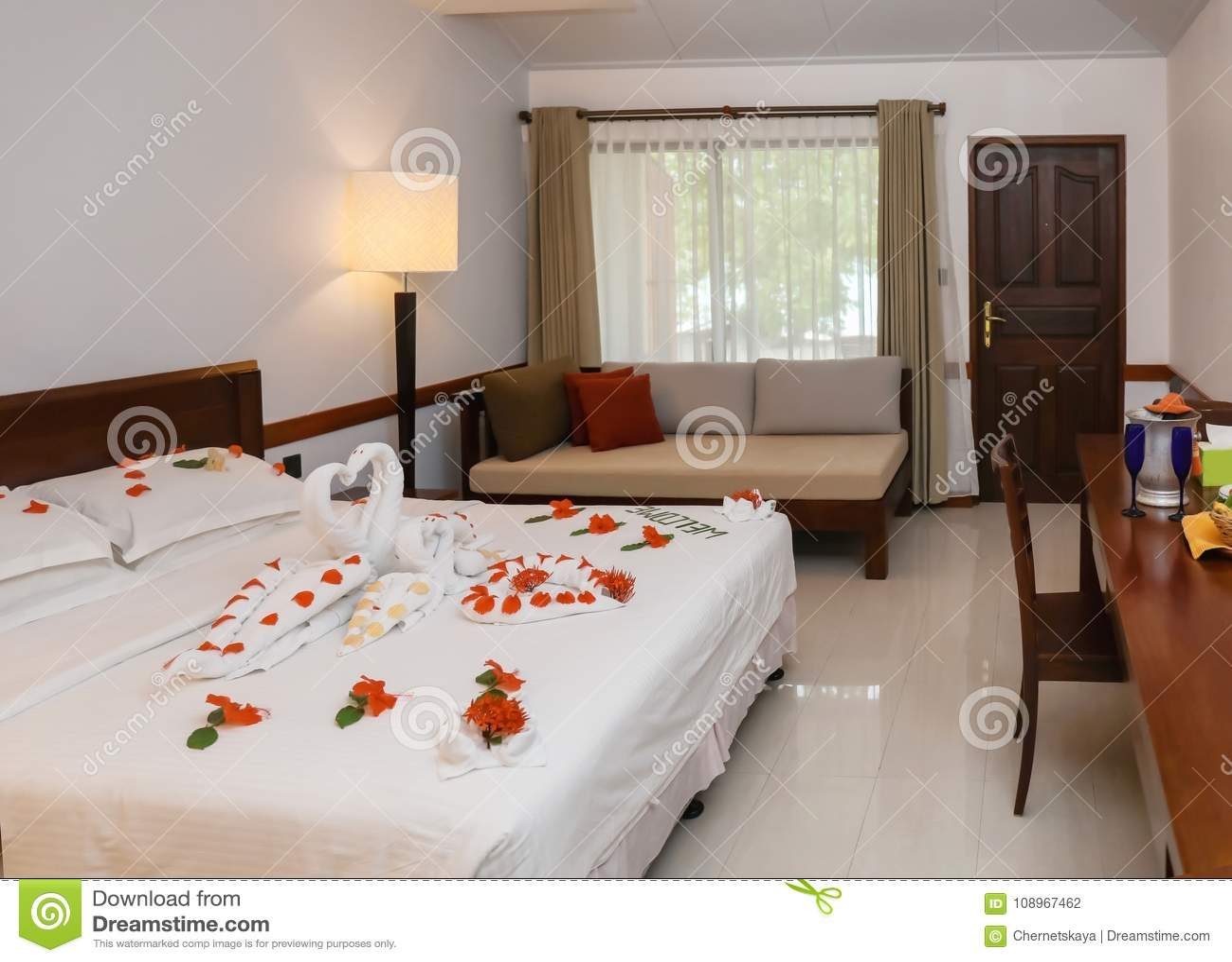 777ce6d78d6 Δωμάτιο ξενοδοχείου που προετοιμάζεται για ρομαντικό Στοκ Εικόνες ...