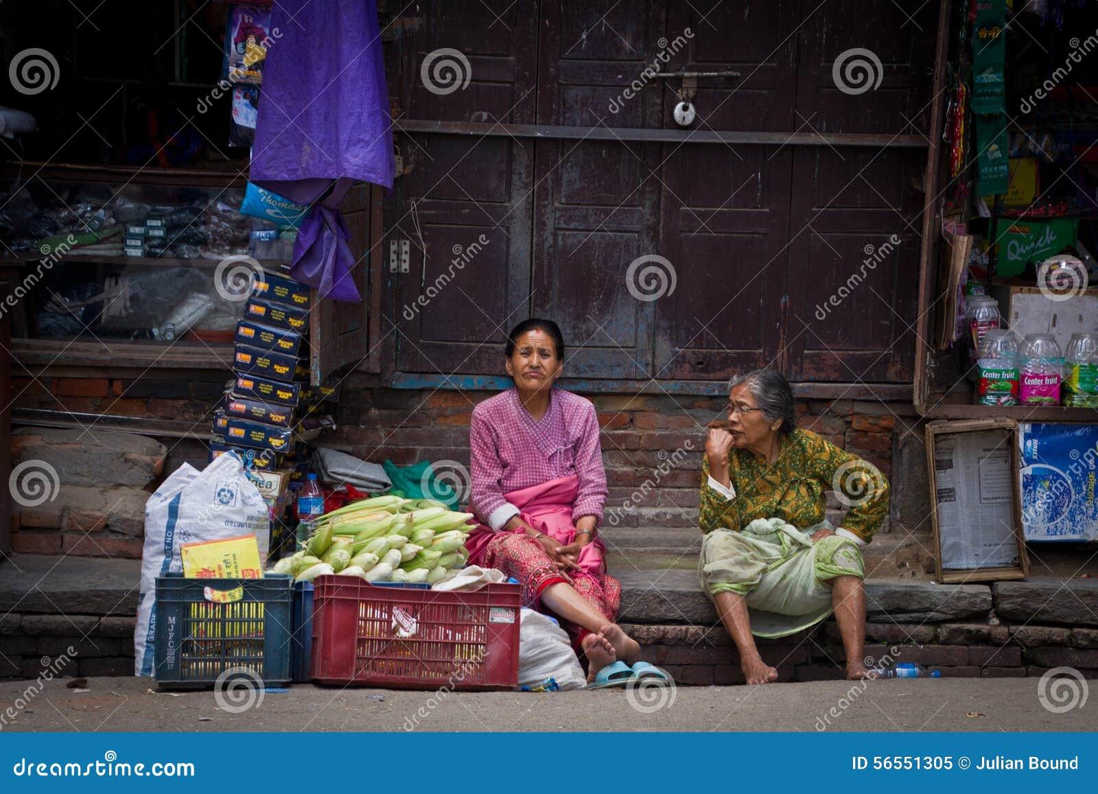 Download Δύο ηλικιωμένες κυρίες του Κατμαντού, Νεπάλ, Εκδοτική εικόνα - εικόνα από βουδισμού, διακοπές: 56551305