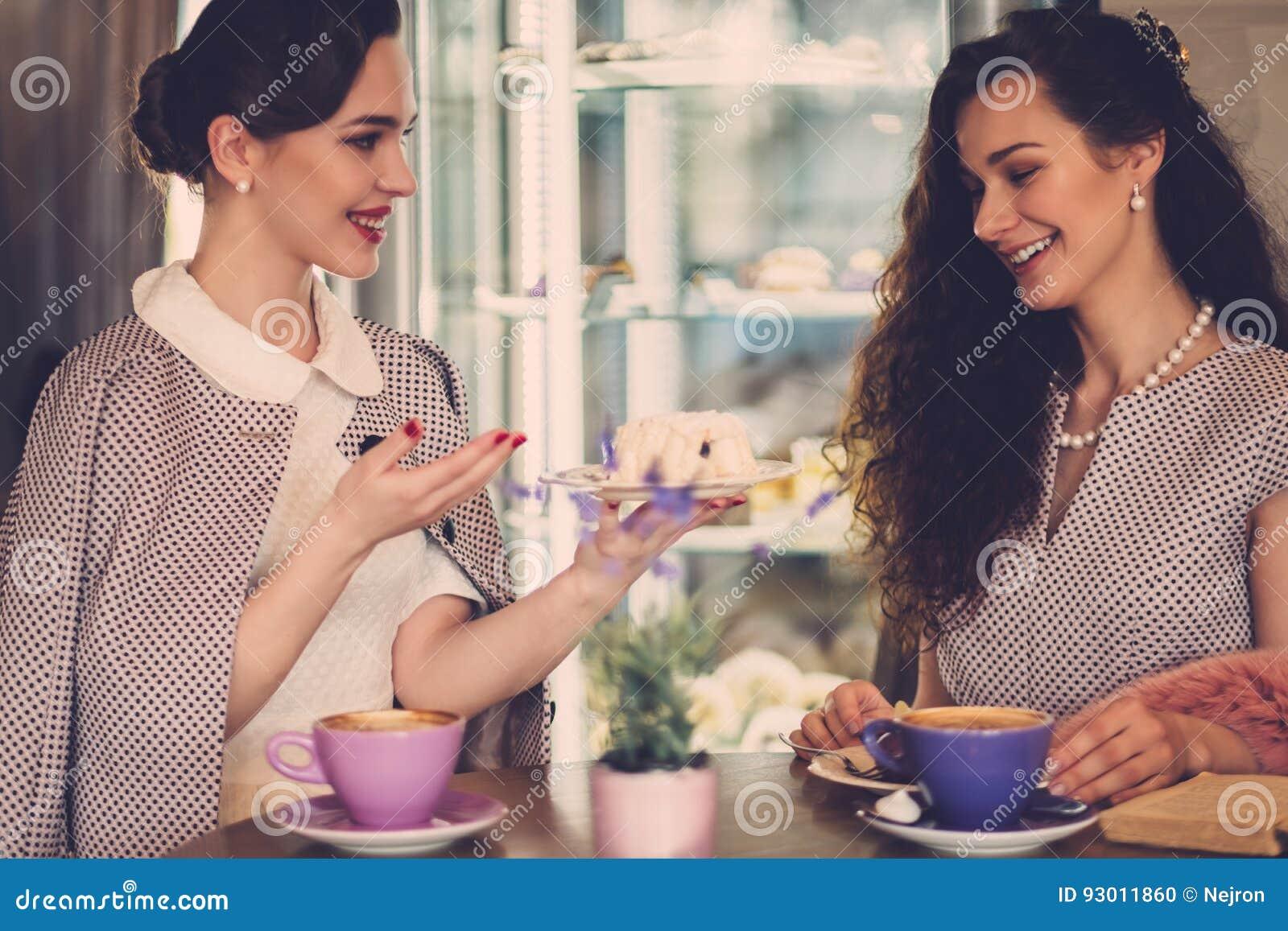 Dating για κυρίες στάδια της χρονολόγηση κάποιος
