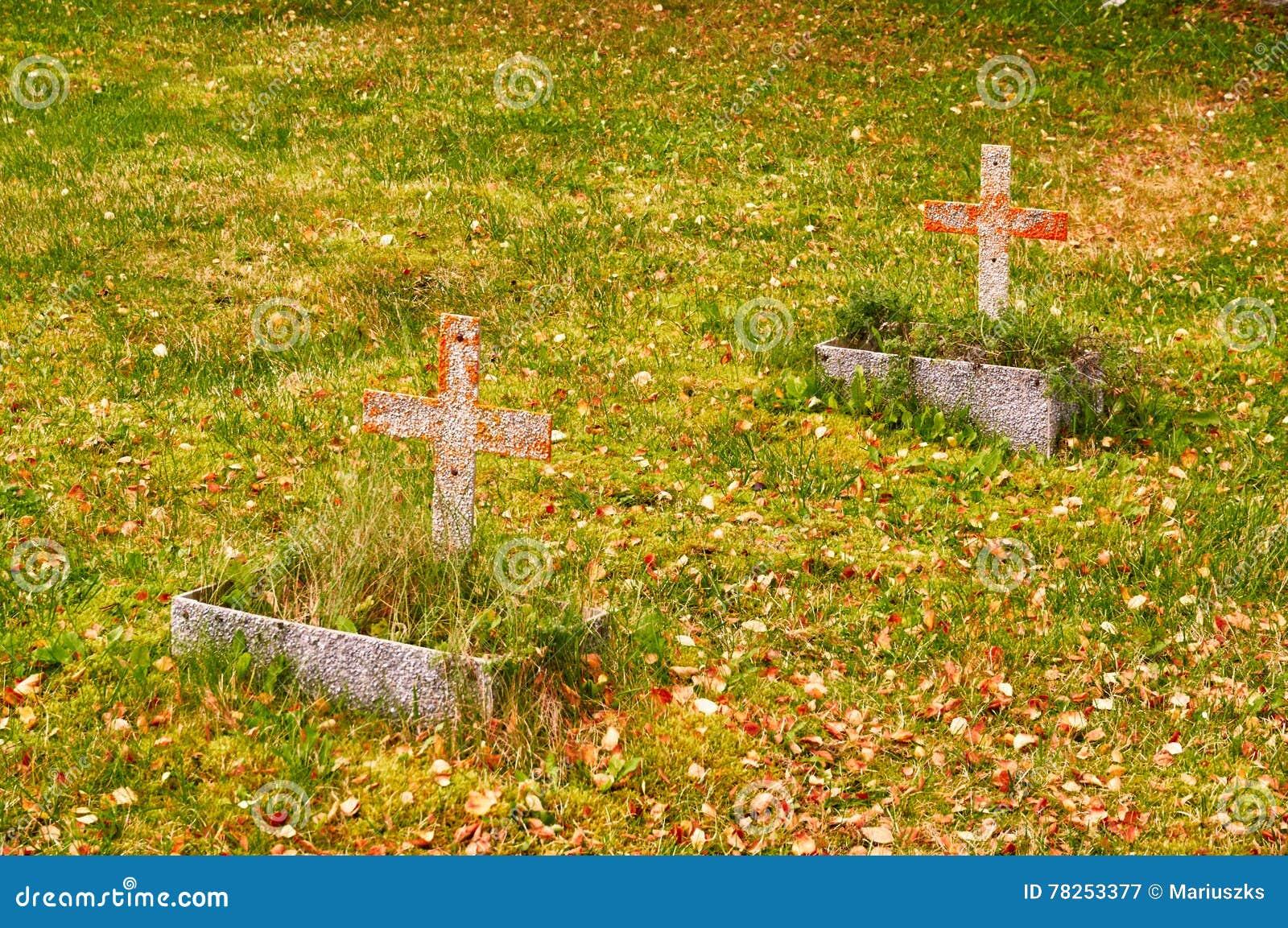 Δύο τάφοι το φθινόπωρο