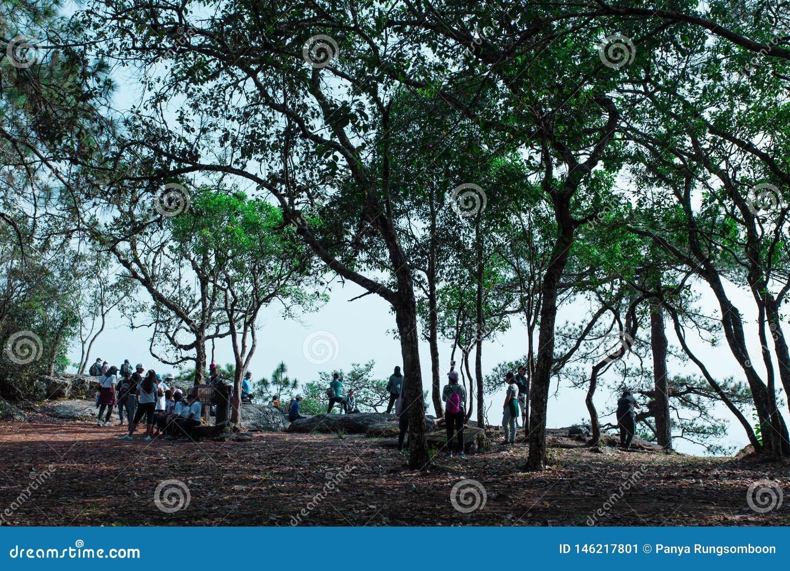 Δύση Kradueng απότομων βράχων Sak Lom μέχρι το τέλος