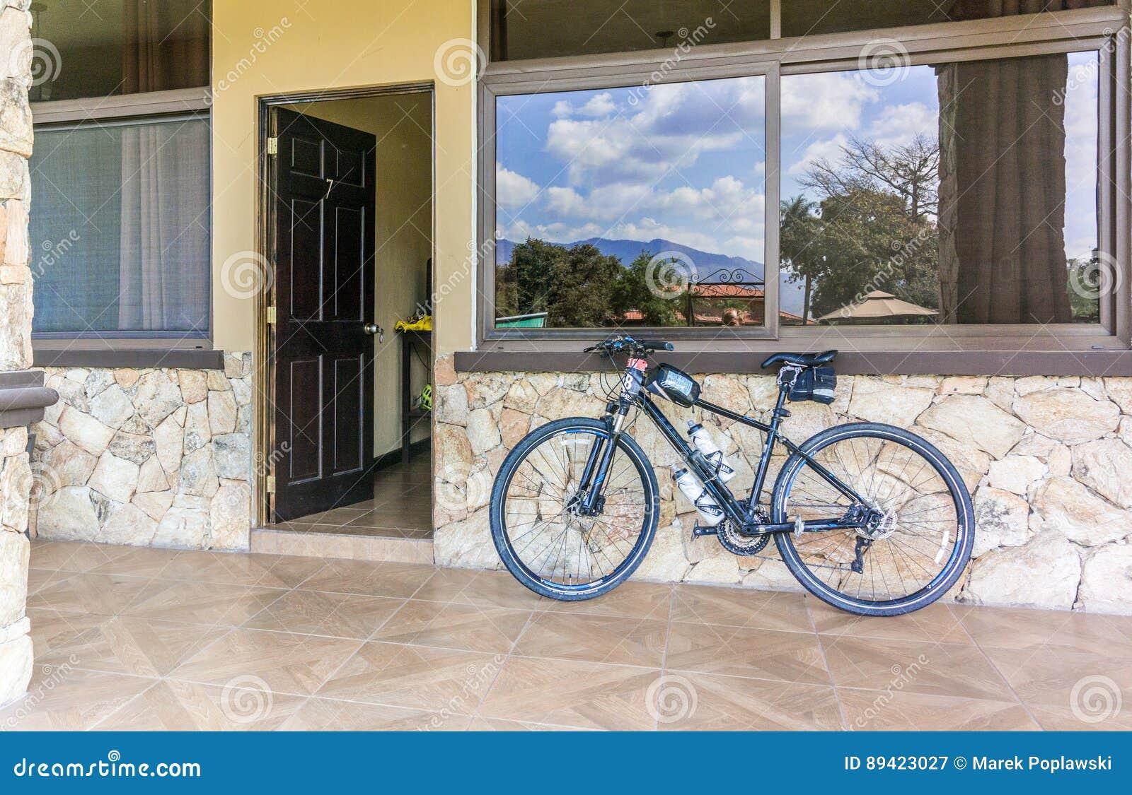 Είσοδος στο δωμάτιο στο μεγάλο ξενοδοχείο Caporal σε Chiquimula, Guate