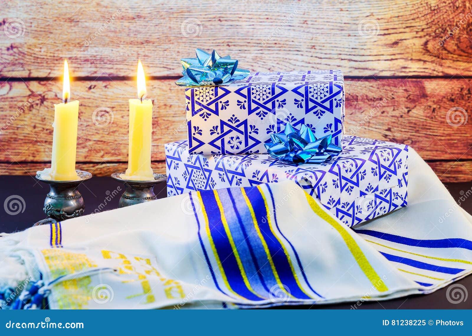 Εβραϊκό σάλι Tallit προσευχής Σαββάτου διακοπών και εβραϊκό θρησκευτικό σύμβολο κέρατων Shofar