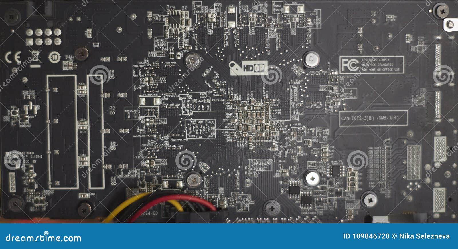 Εγκατάσταση γεώτρησης μεταλλείας Cryptocurrency που χρησιμοποιεί τις γραφικές κάρτες στο ορυχείο για το ψηφιακό cryptocurrency όπ