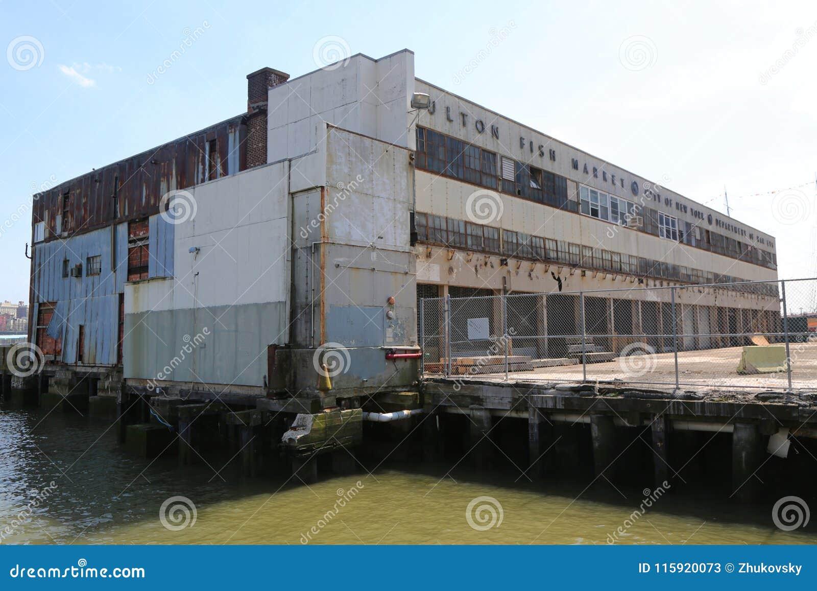 Εγκαταλειμμένη αγορά ψαριών Fulton στο θαλάσσιο λιμένα νότιων οδών στο Μανχάταν