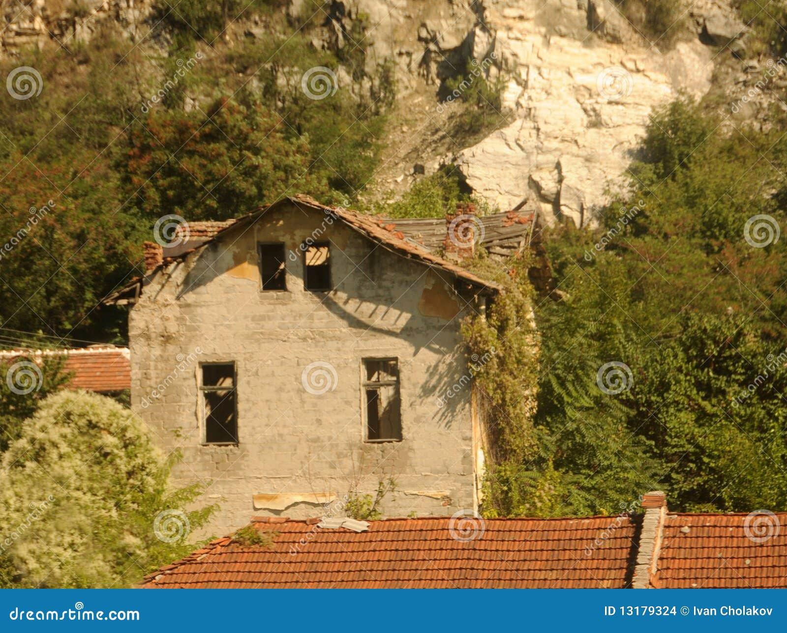 εγκαταλειμμένο σπίτι