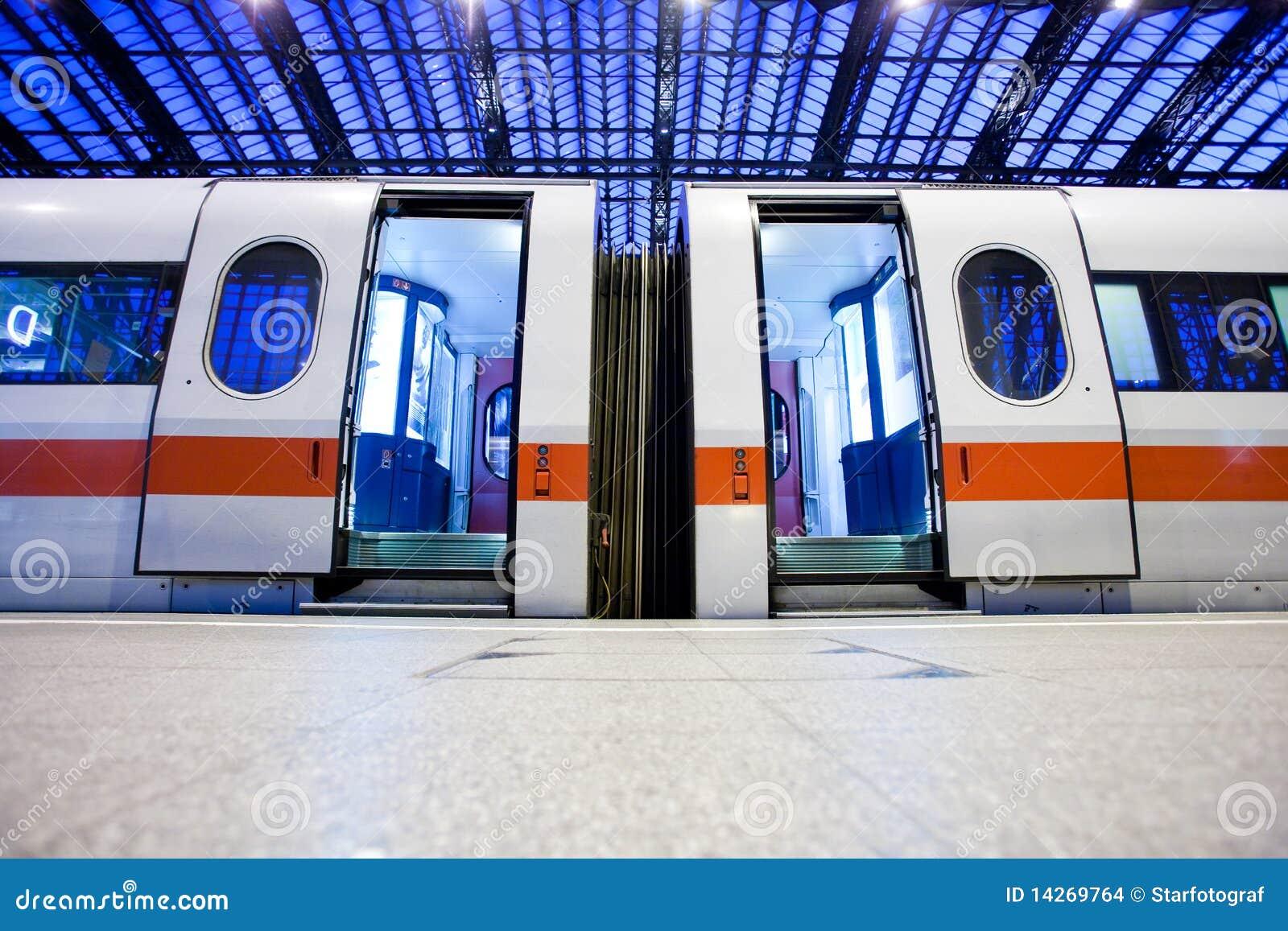 εγκαταλειμμένο τραίνο