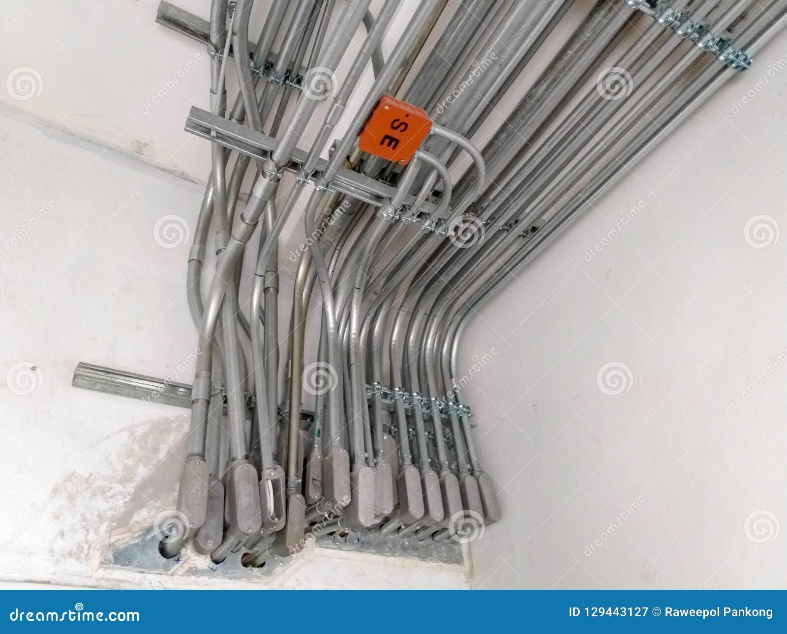 Εγκαταστήστε τα ηλεκτρικά συστήματα στα κτήρια