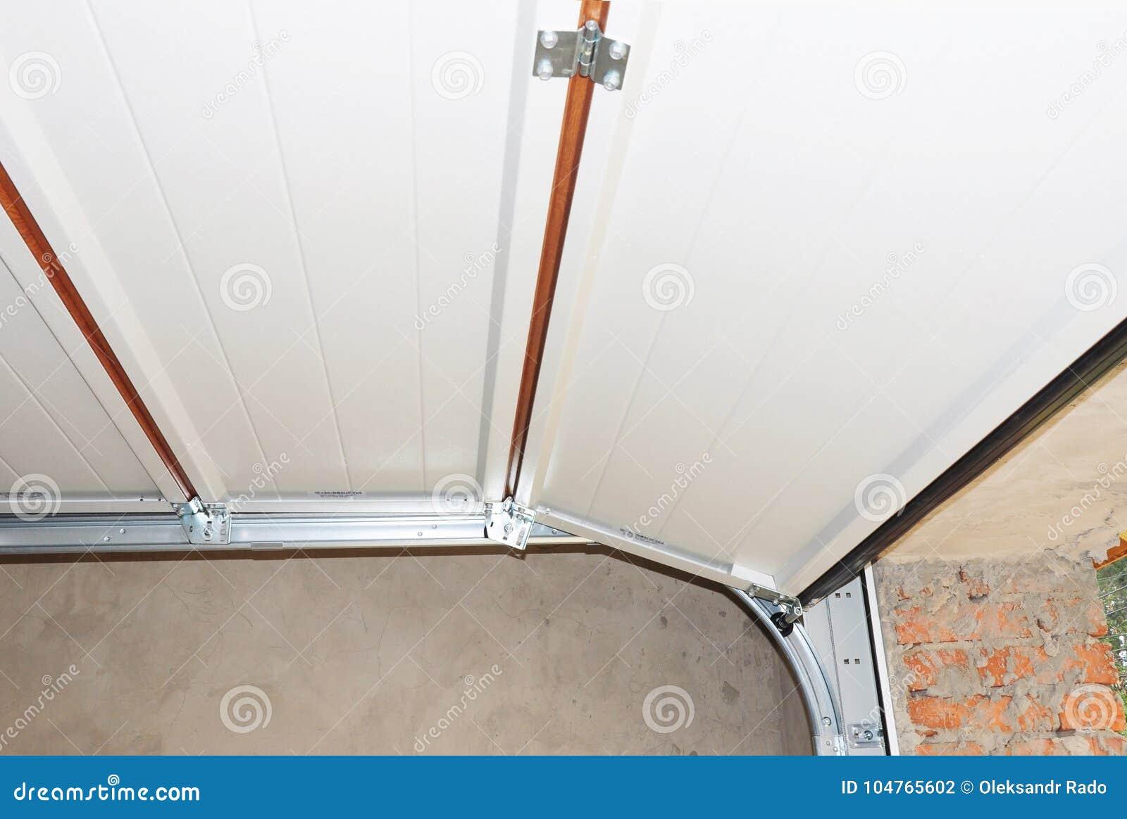 Εγκαταστήστε τη μετα ράγα μετάλλων πορτών γκαράζ και αναπηδήστε την εγκατάσταση και το ανώτατο όριο γκαράζ