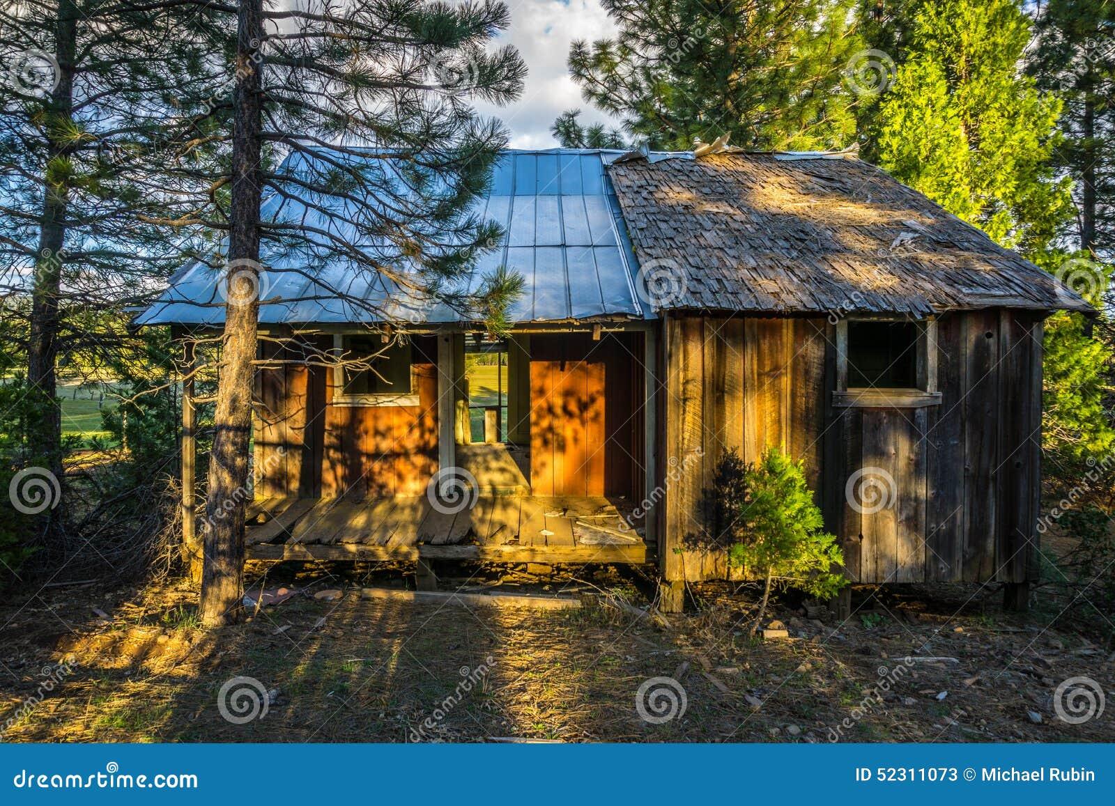 Εγκαταλειμμένη καμπίνα εμπόρων ξυλείας, βόρεια Καλιφόρνια