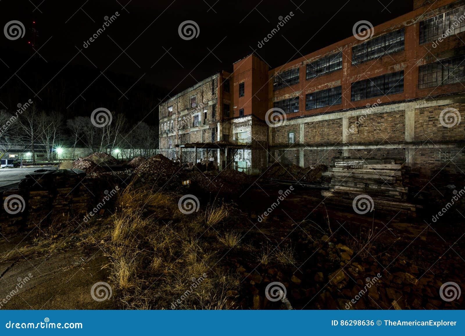 Εγκαταλειμμένο και μερικώς κατεδαφισμένο εργοστάσιο γυαλιού - περιστροφή, δυτική Βιρτζίνια