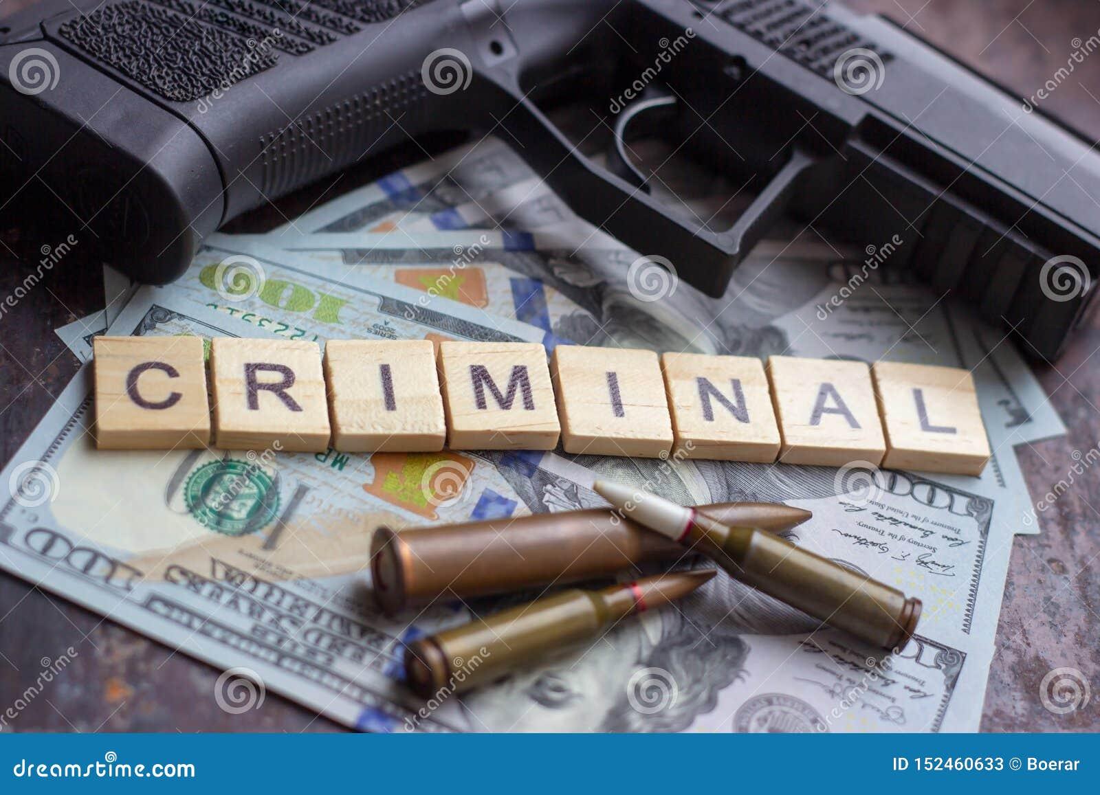Εγκληματικό σημάδι στο υπόβαθρο αμερικανικών δολαρίων Μαύρη αγορά, δολοφονία συμβάσεων, ληστεία, μαφία και έννοια εγκλήματος
