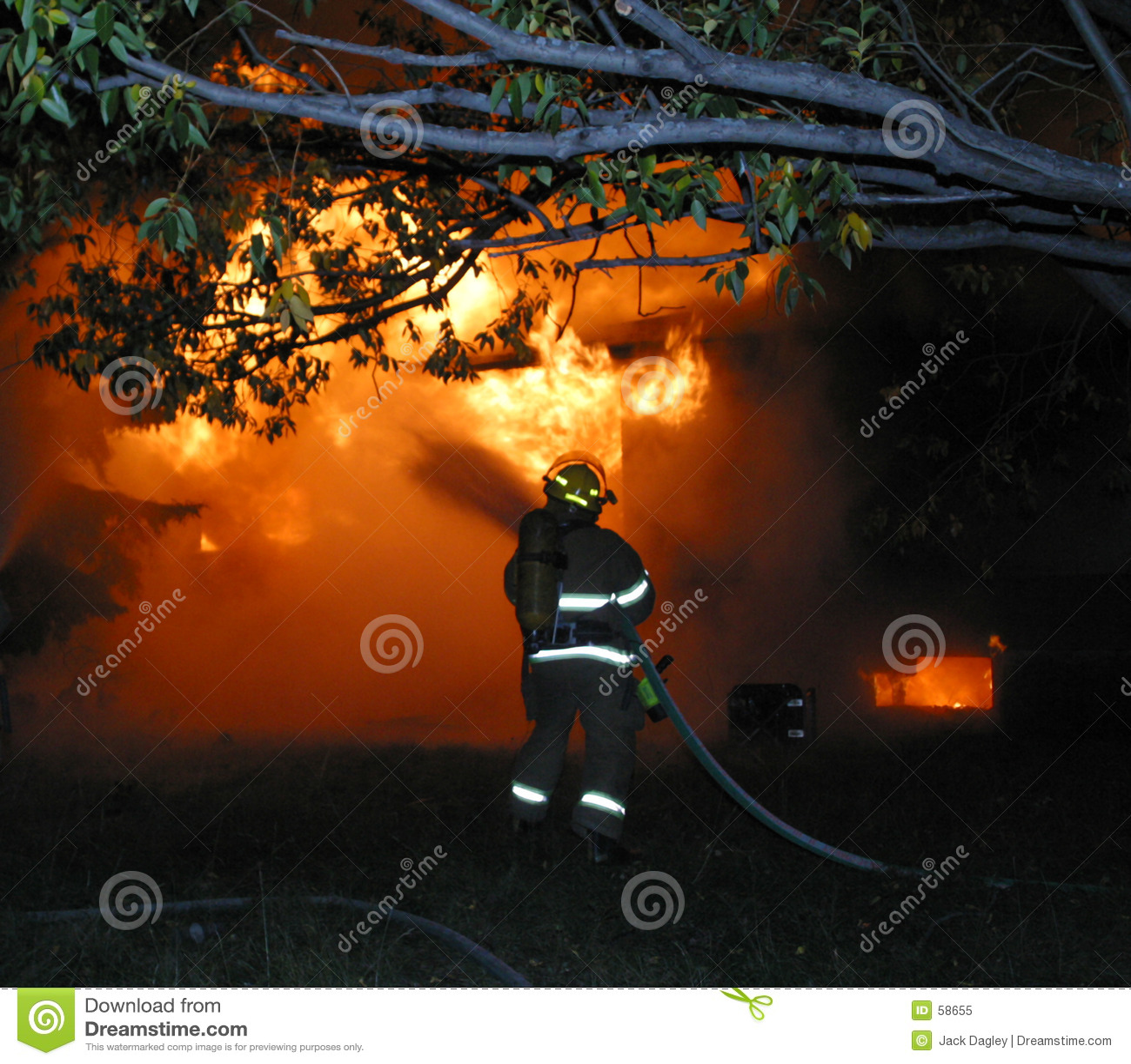 Download εθελοντής πυροσβέστης στοκ εικόνα. εικόνα από έξω, διακλαδιμένος - 58655