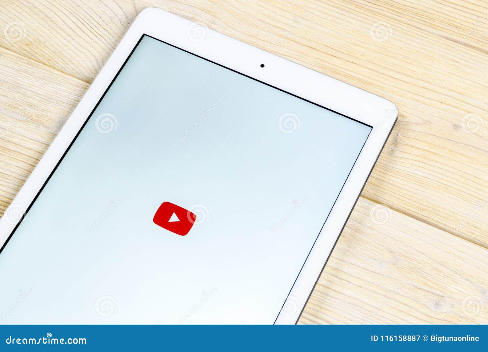 Εικονίδιο εφαρμογής YouTube στην κινηματογράφηση σε πρώτο πλάνο οθόνης smartphone της Apple iPad App Youtube εικονίδιο Κοινωνικό