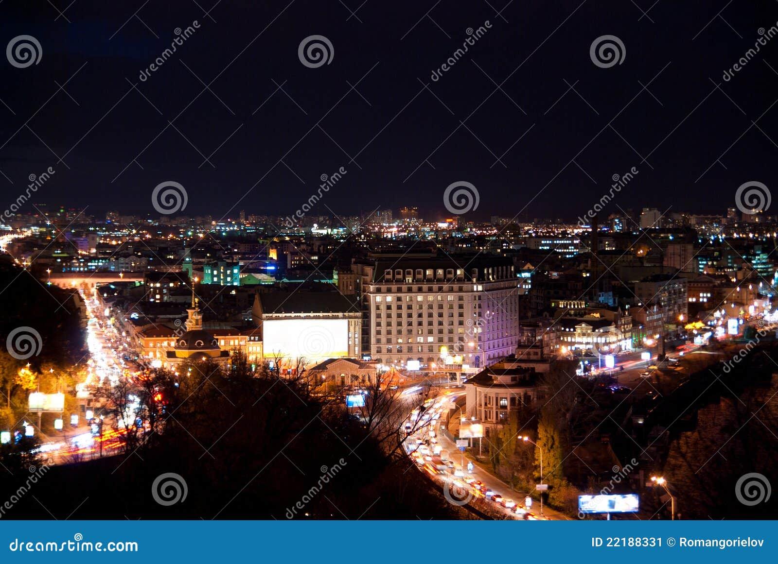 Εικονική παράσταση πόλης νύχτας