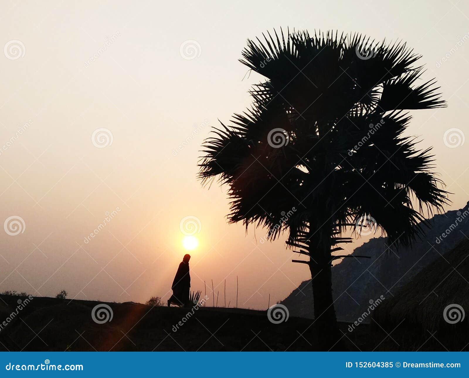 Εικόνα ηλιοβασιλέματος από το ινδικό χωριό
