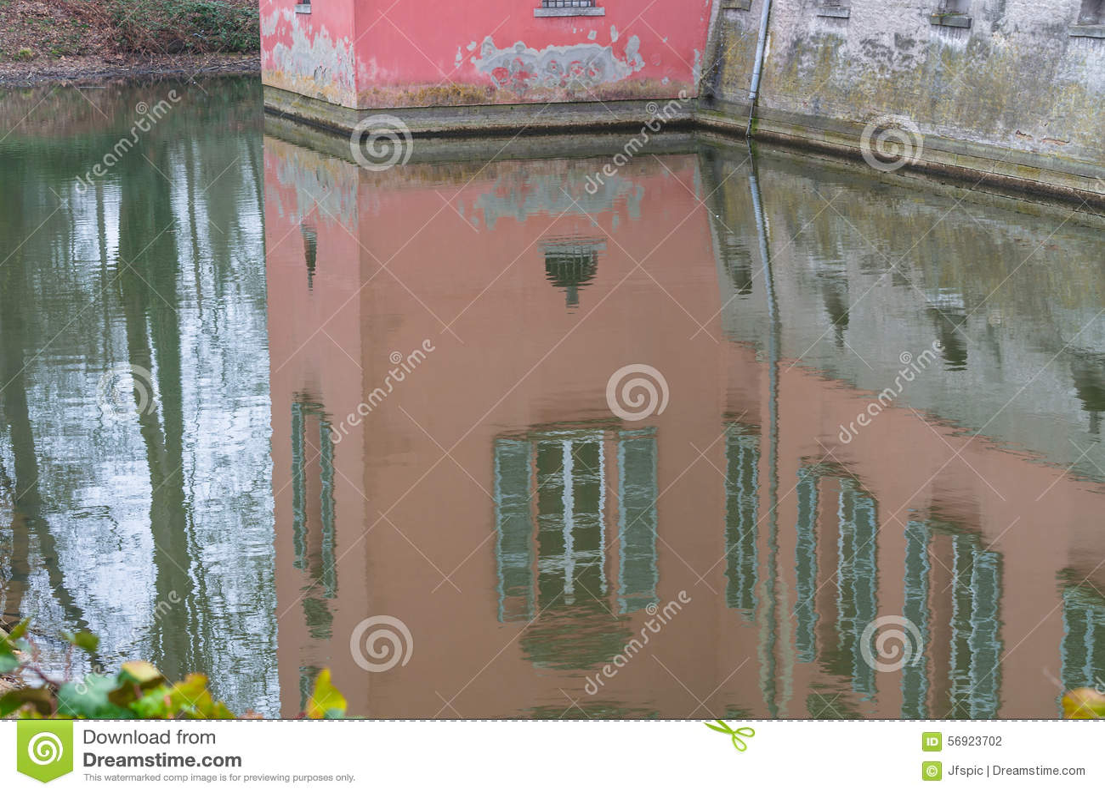 Εικόνα καθρεφτών ενός σπιτιού