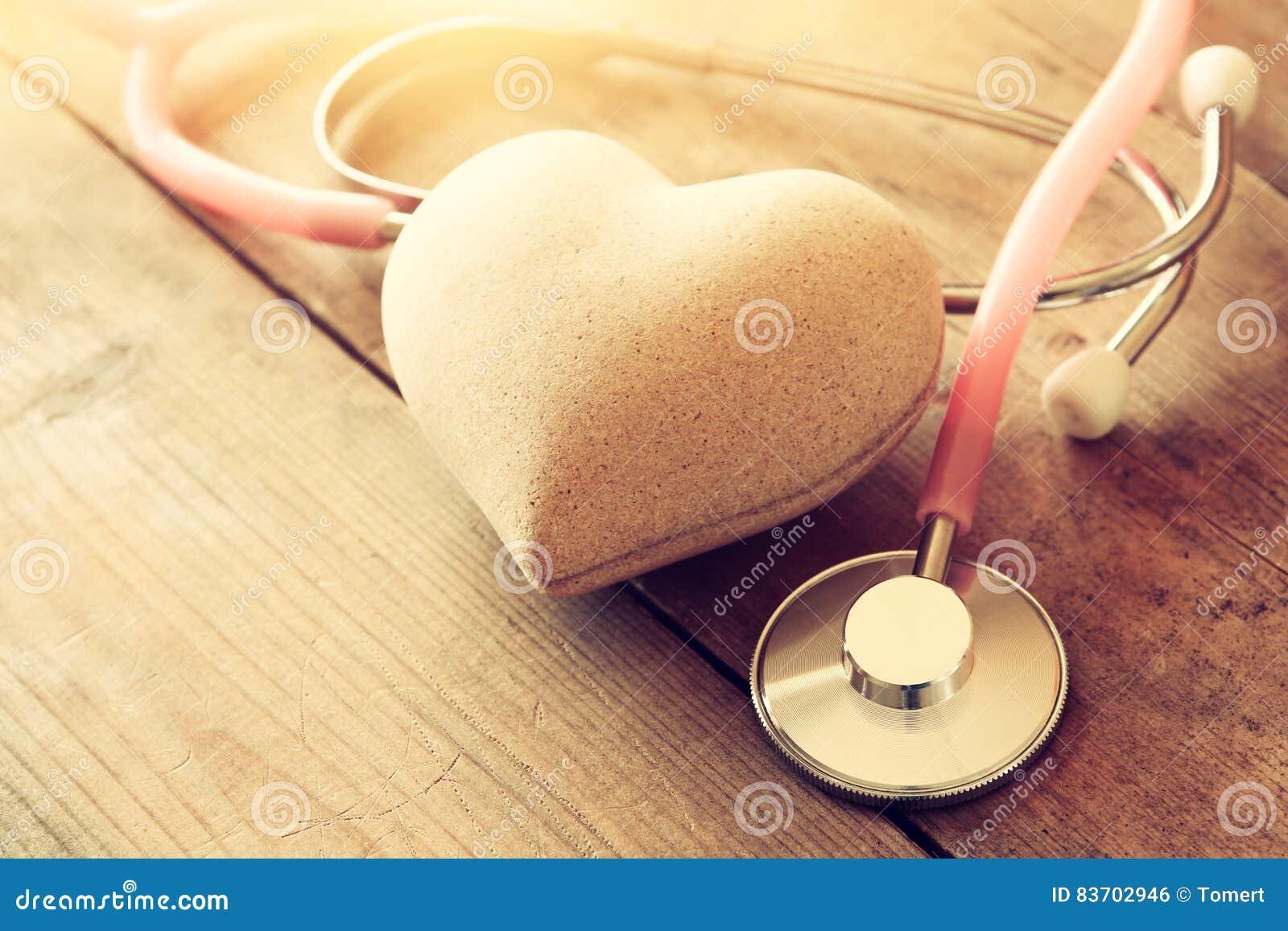 Εικόνα της καρδιάς και του στηθοσκοπίου ΙΑΤΡΙΚΗ έννοια