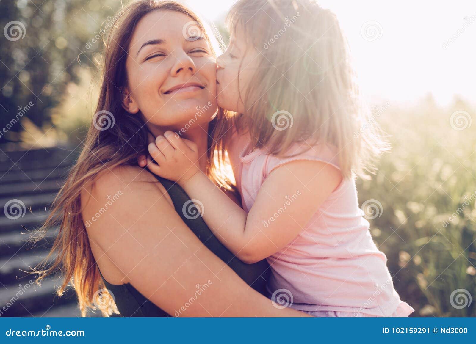 Εικόνα της μητέρας και του παιδιού με ειδικές ανάγκες