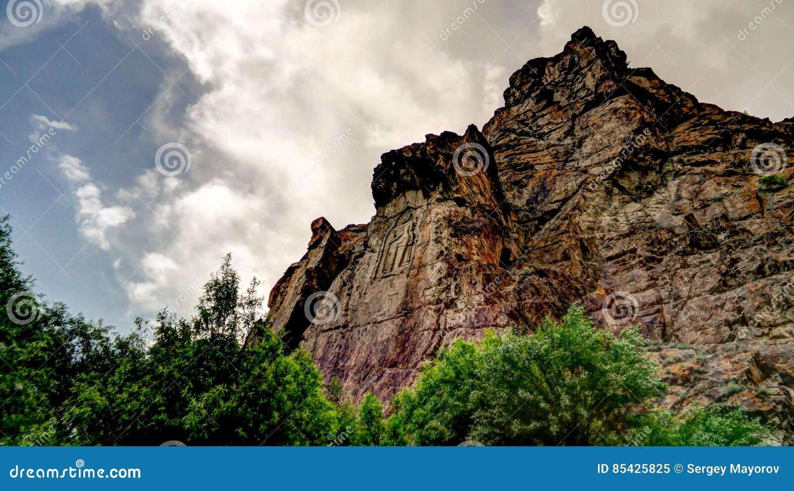 Εικόνα του Βούδα στο βράχο πέρα από τον ποταμό Kar Gah, Karakorum, Πακιστάν