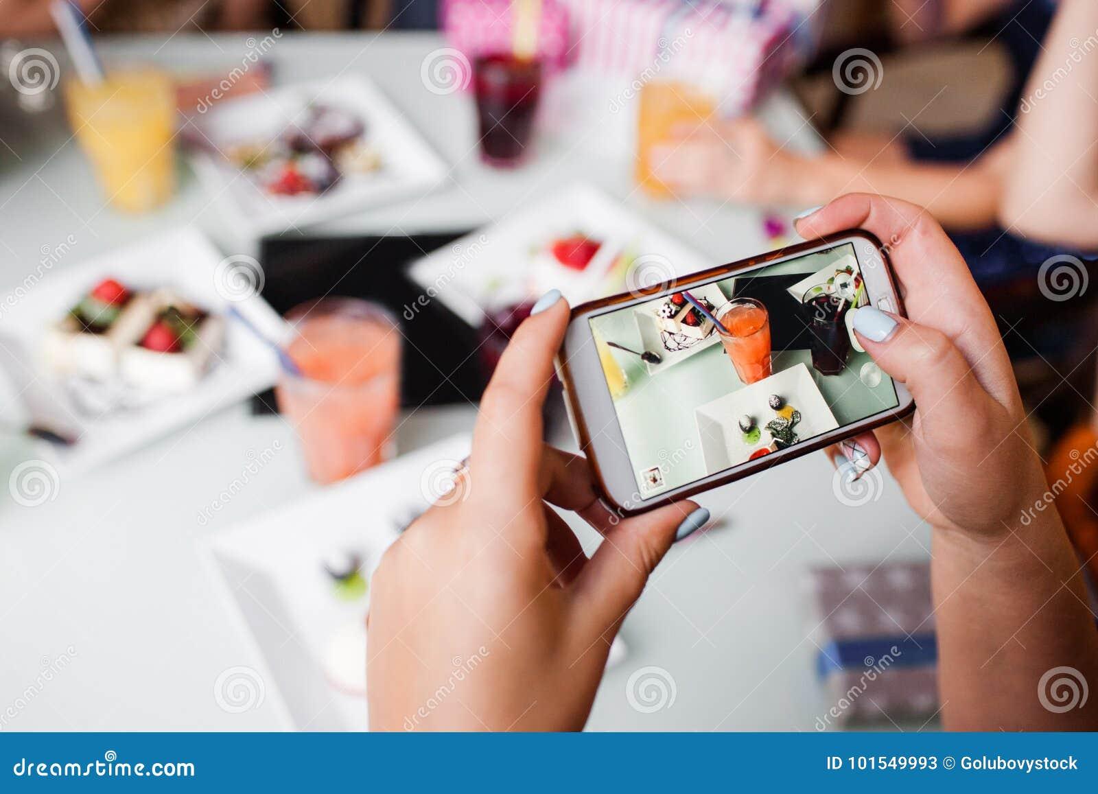 Εικόνα τροφίμων για τα κοινωνικά μέσα τρόπος ζωής σύγχρονος