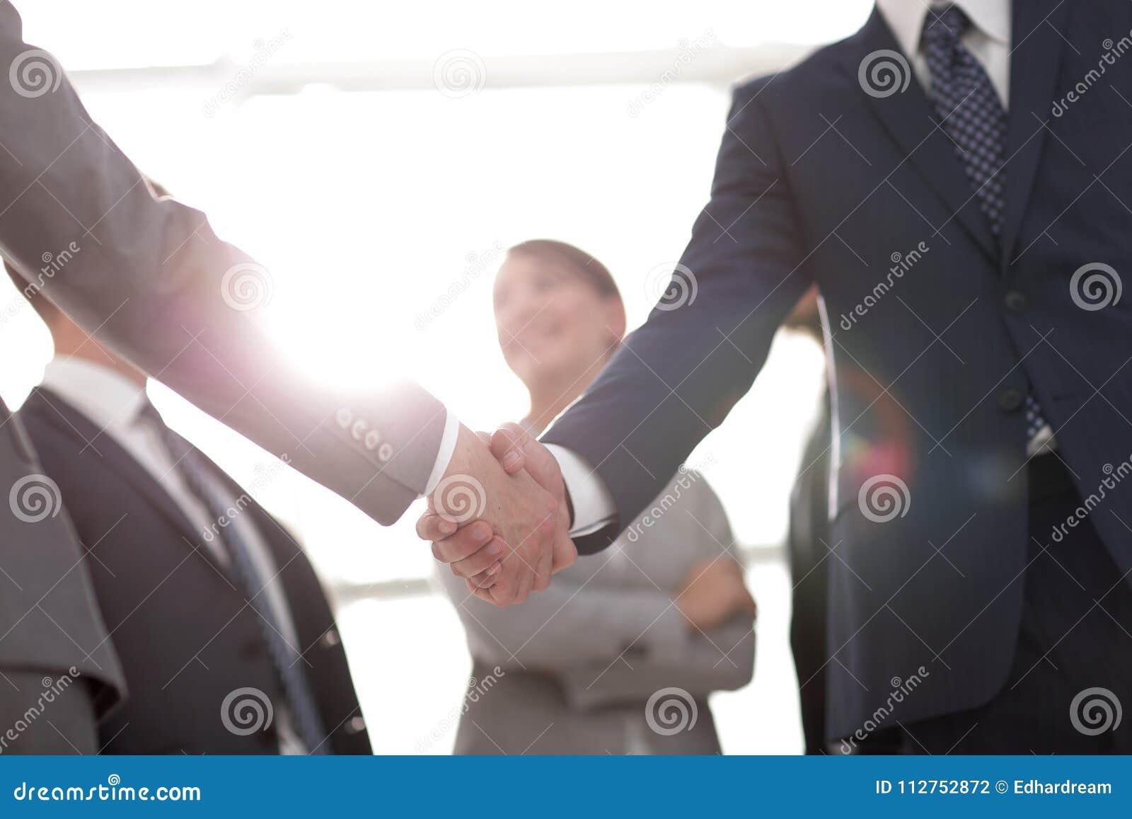 Εικόνα υποβάθρου της χειραψίας των επιχειρηματιών
