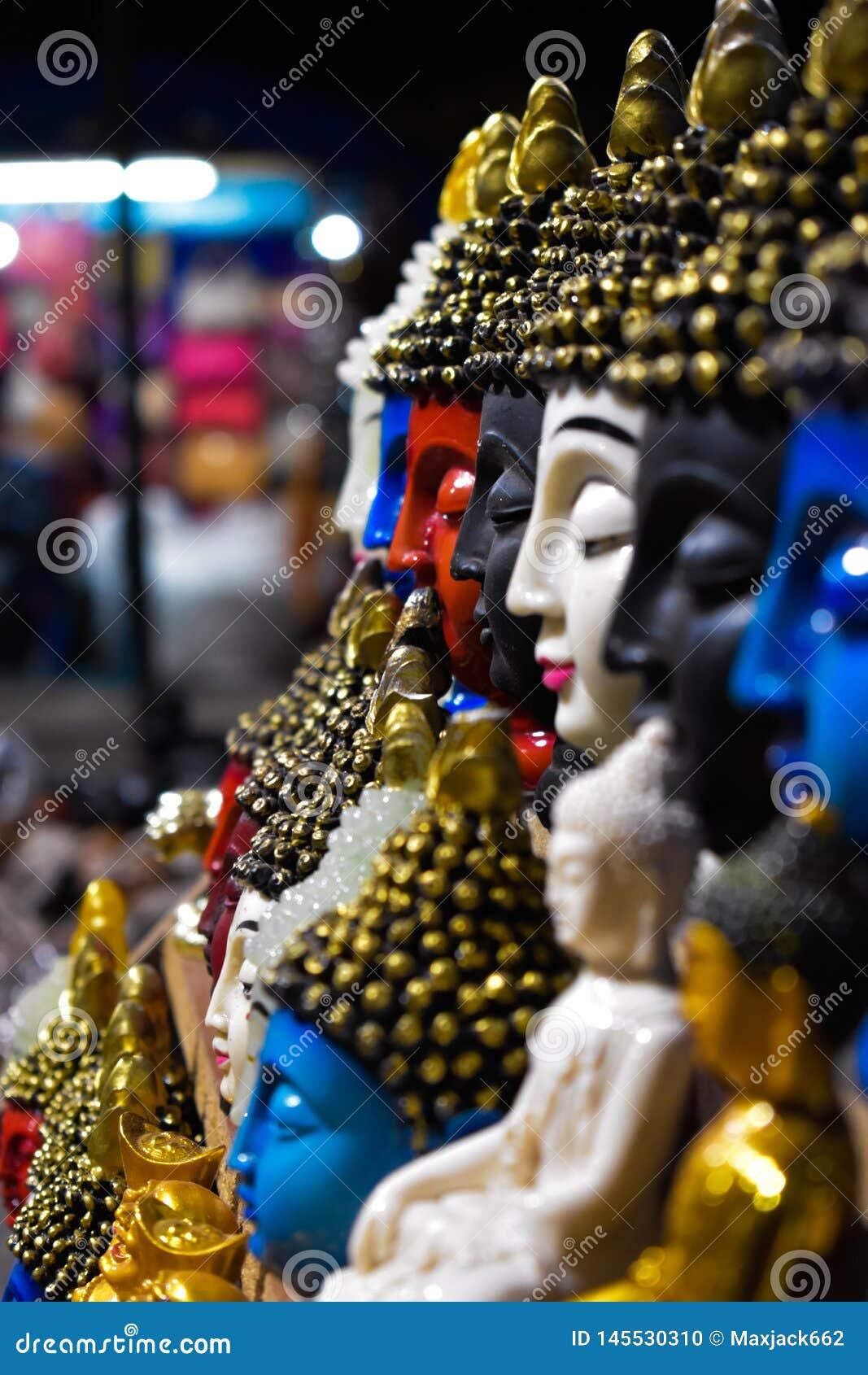 Ειρήνη στα διαφορετικά χρώματα Budha