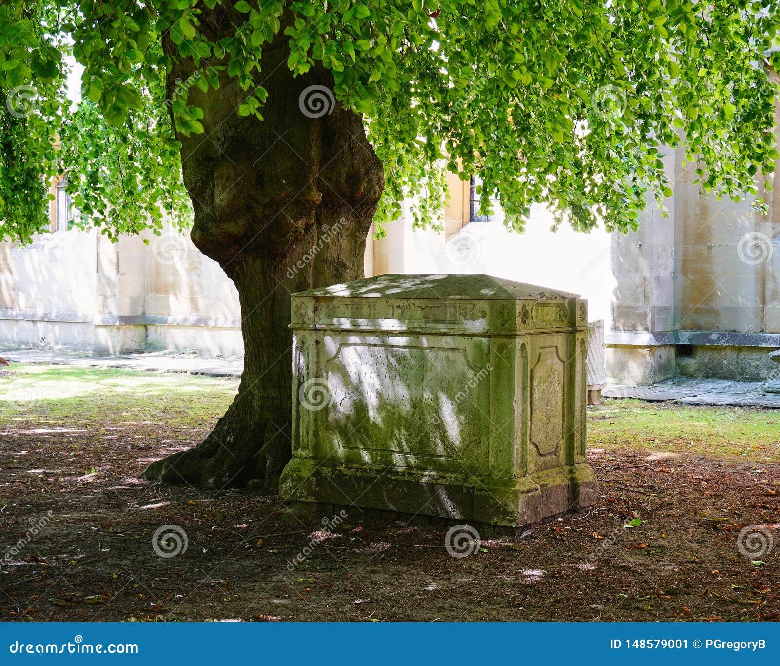 Ειρηνική γωνία του νεκροταφείου σε μια εκκλησία σε Windsor Αγγλία