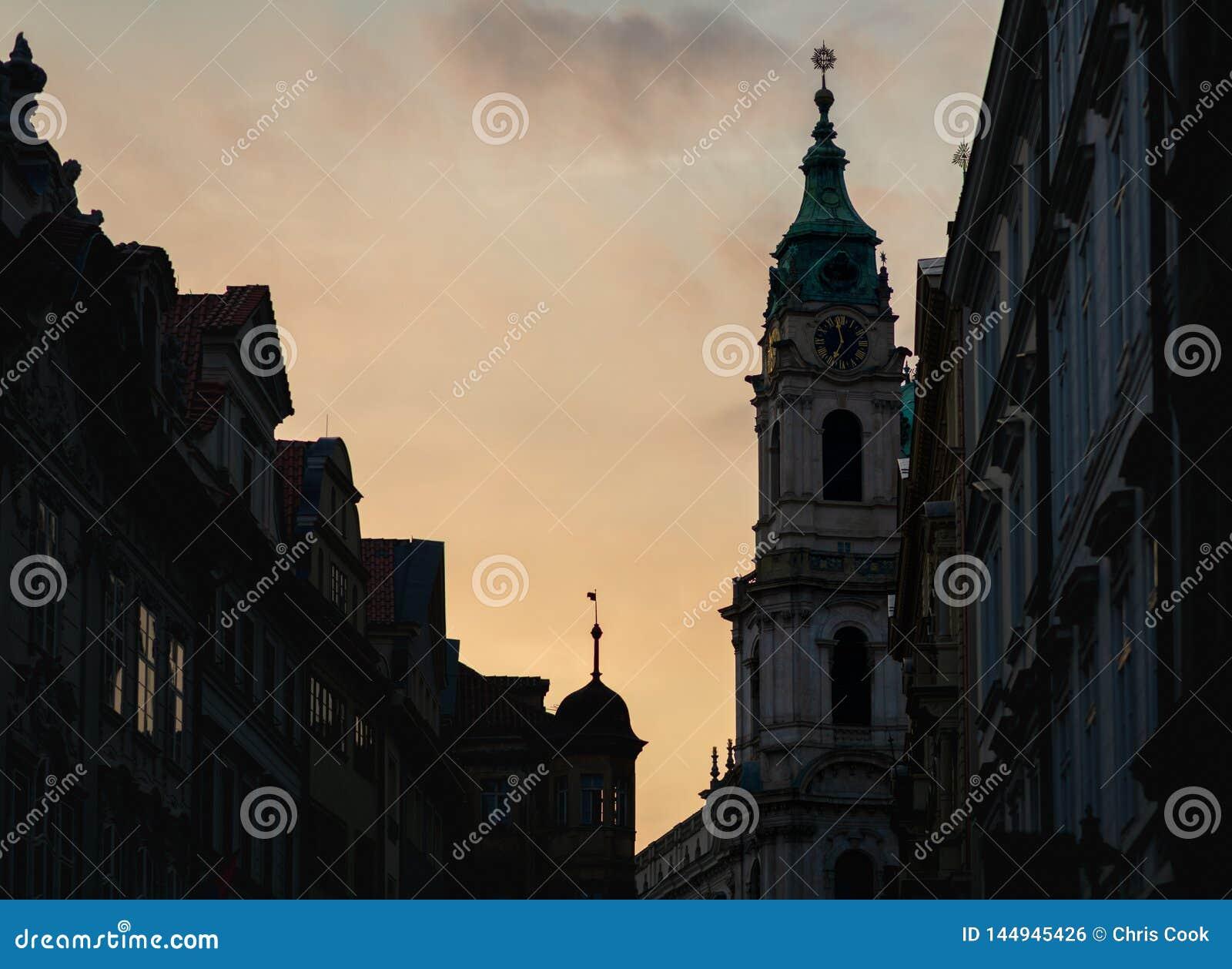 """Εκκλησία Ï""""Î¿Ï… Άγιου Βασίλη στην Πράγα κατά τη διάρκεια Ï""""Î¿Ï… ηλιοβασιλέμÎ"""