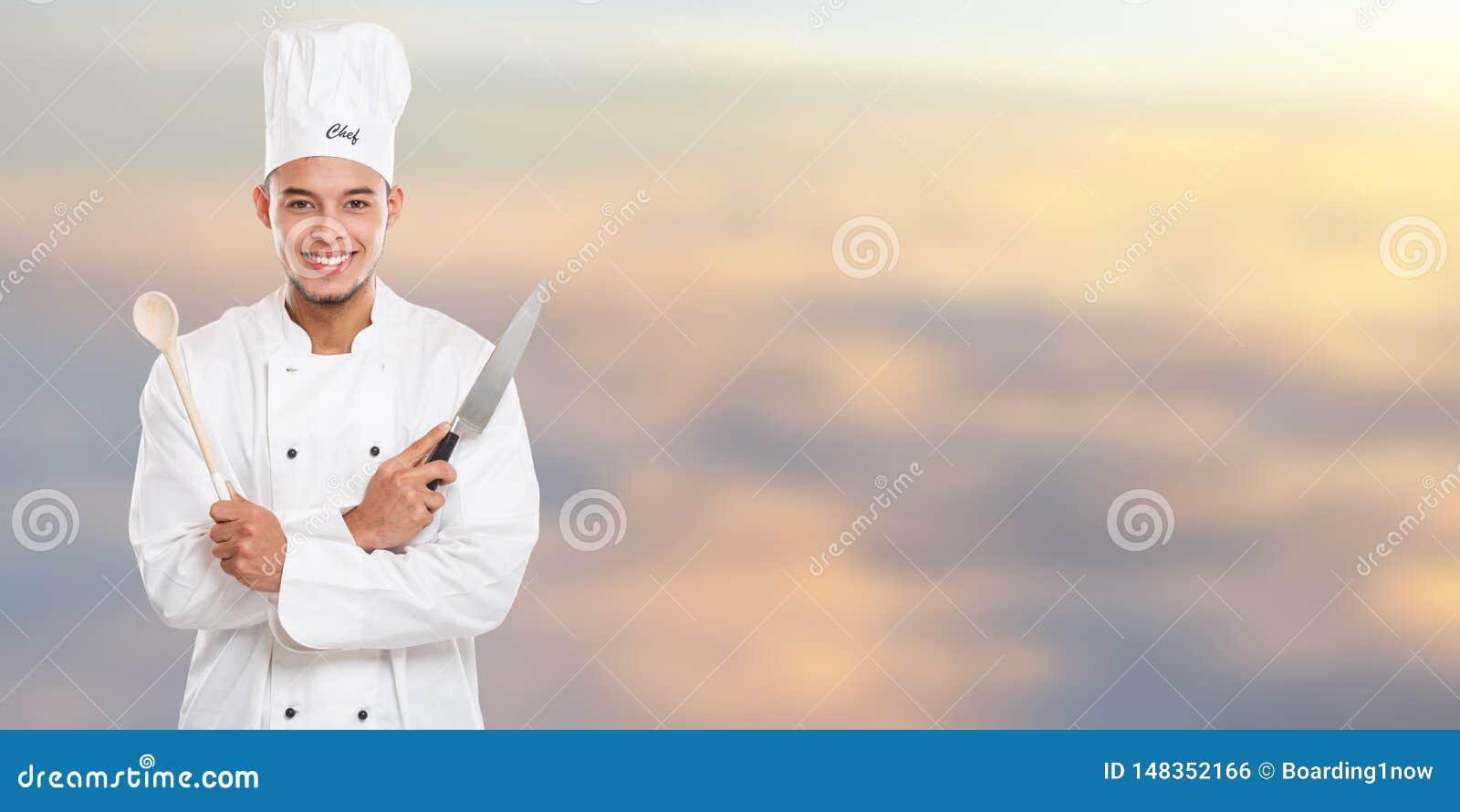 Εκπαίδευση μαγειρέματος μαγείρων που το αρσενικό διάστημα αντιγράφων εμβλημάτων εργασίας νεαρών άνδρων copyspace