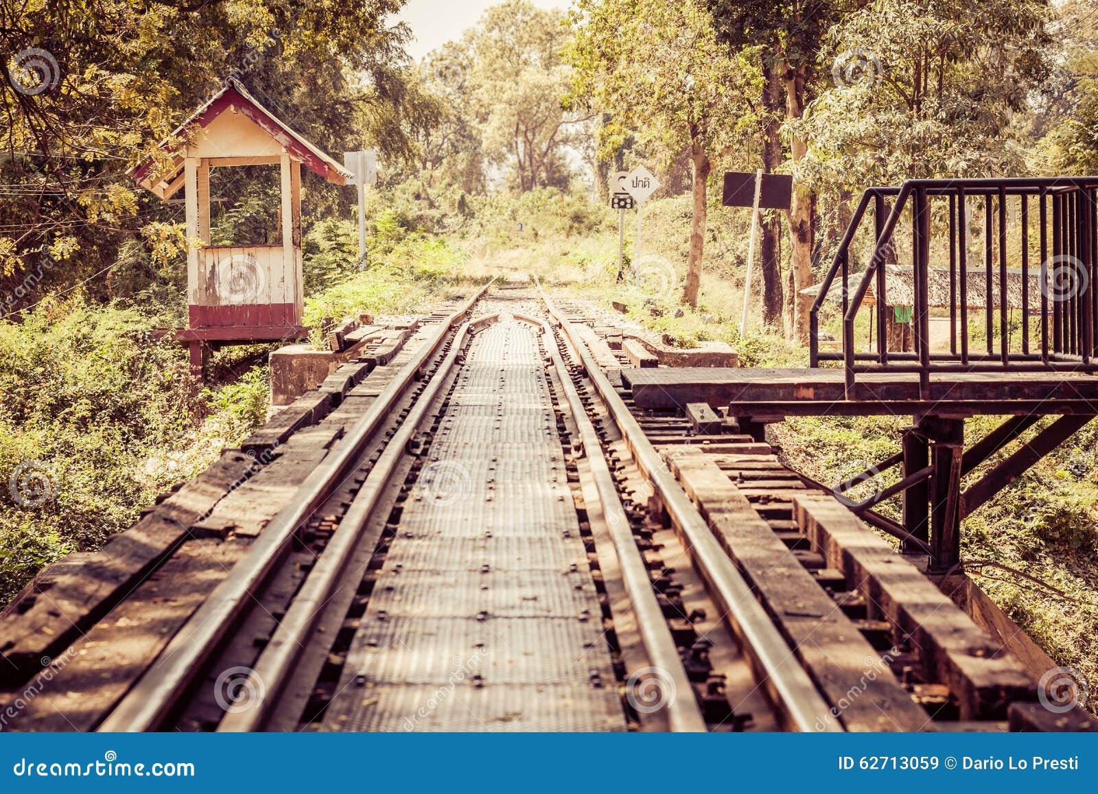 Εκλεκτής ποιότητας διαδρομές σιδηροδρόμου στην Ταϊλάνδη