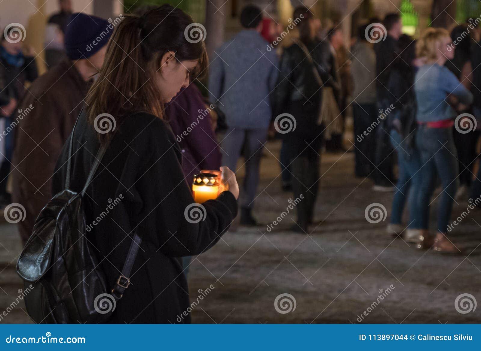 Ελαφριά πομπή Πάσχας στον πατριαρχικό καθεδρικό ναό του Βουκουρεστι ου