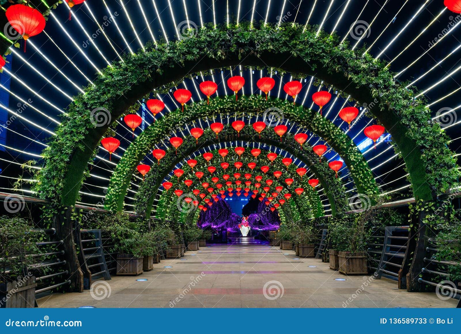 Ελαφρύ φεστιβάλ σηράγγων την άνοιξη