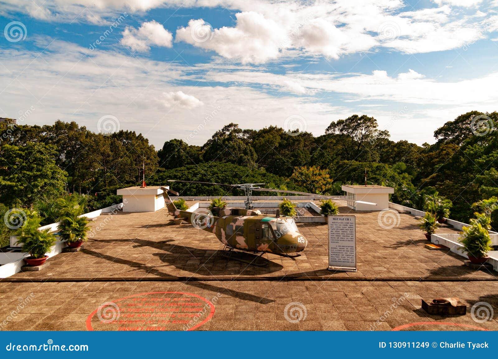 Ελικόπτερο στη στέγη του παλατιού ανεξαρτησίας, Saigon, Βιετνάμ - χρωματίστε την έκδοση