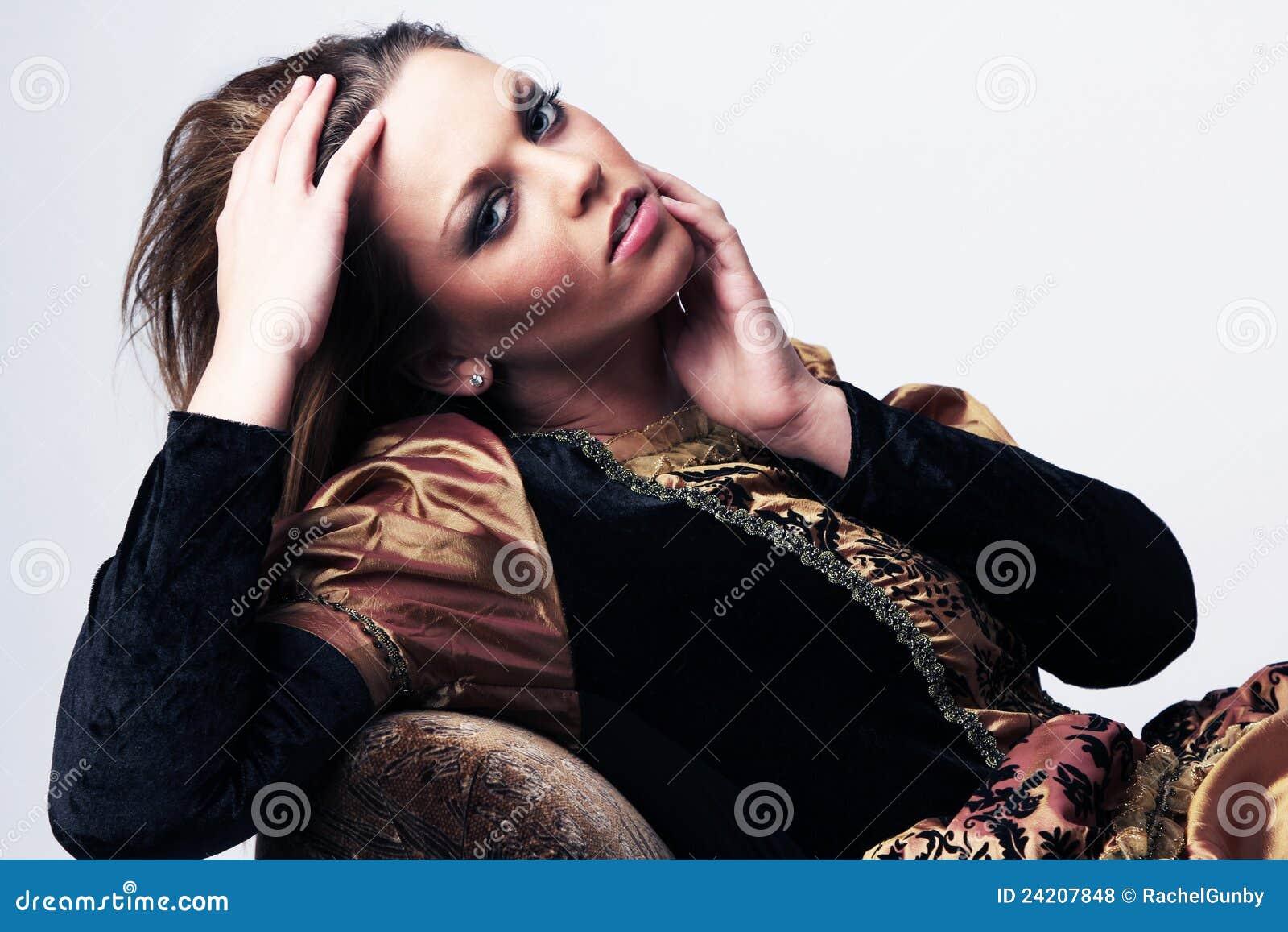 ελκυστικές νεολαίες γυναικών αναγέννησης