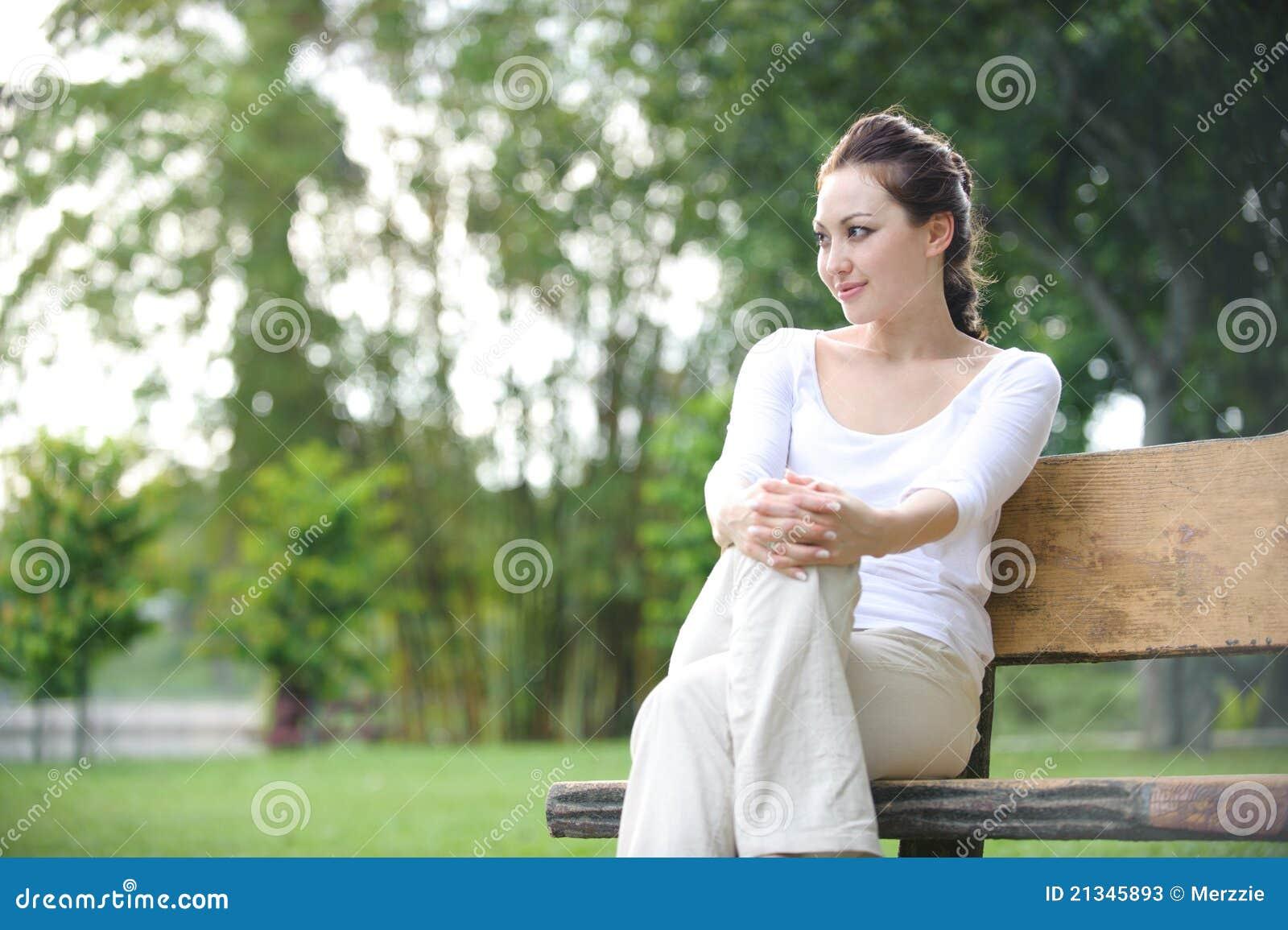 Ελκυστική υγιής ασιατική γυναίκα