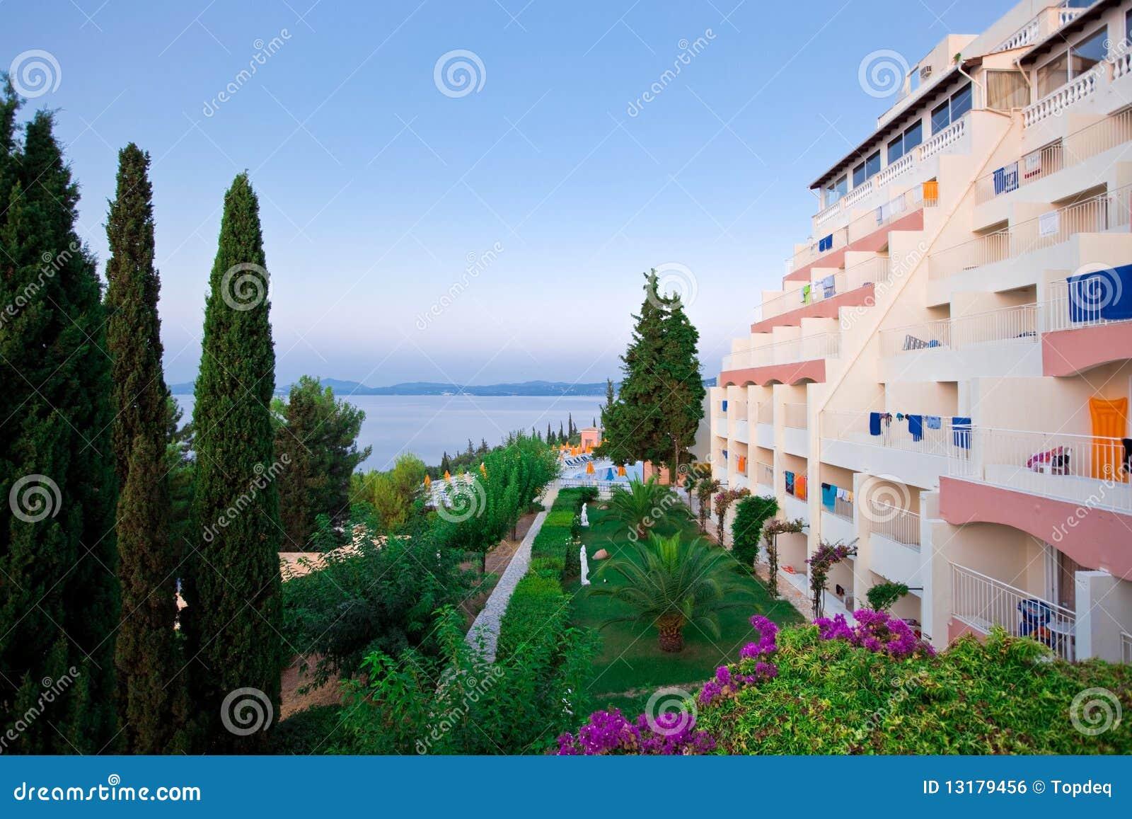 ελληνικό πρωί ξενοδοχεί&omega
