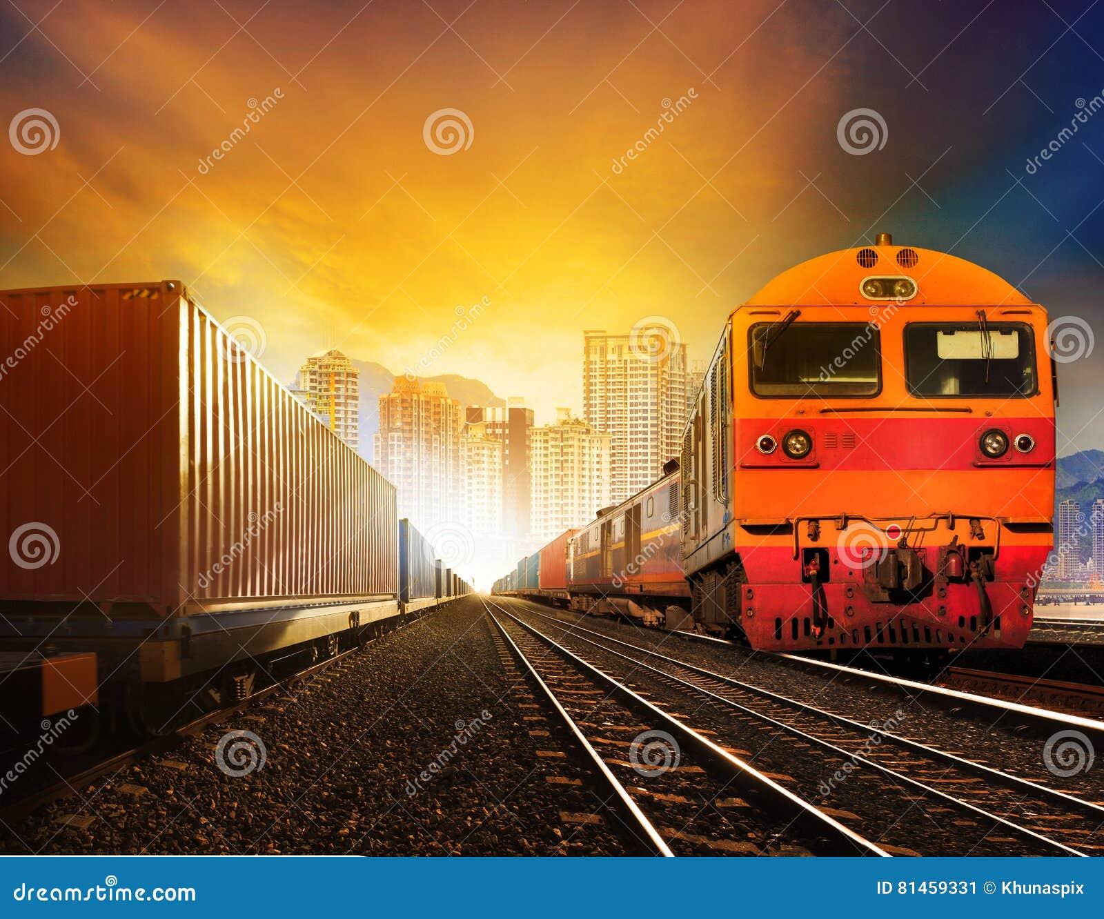 Εμπορευματοκιβώτιο Industindustries trainst και boxcar στη διαδρομή