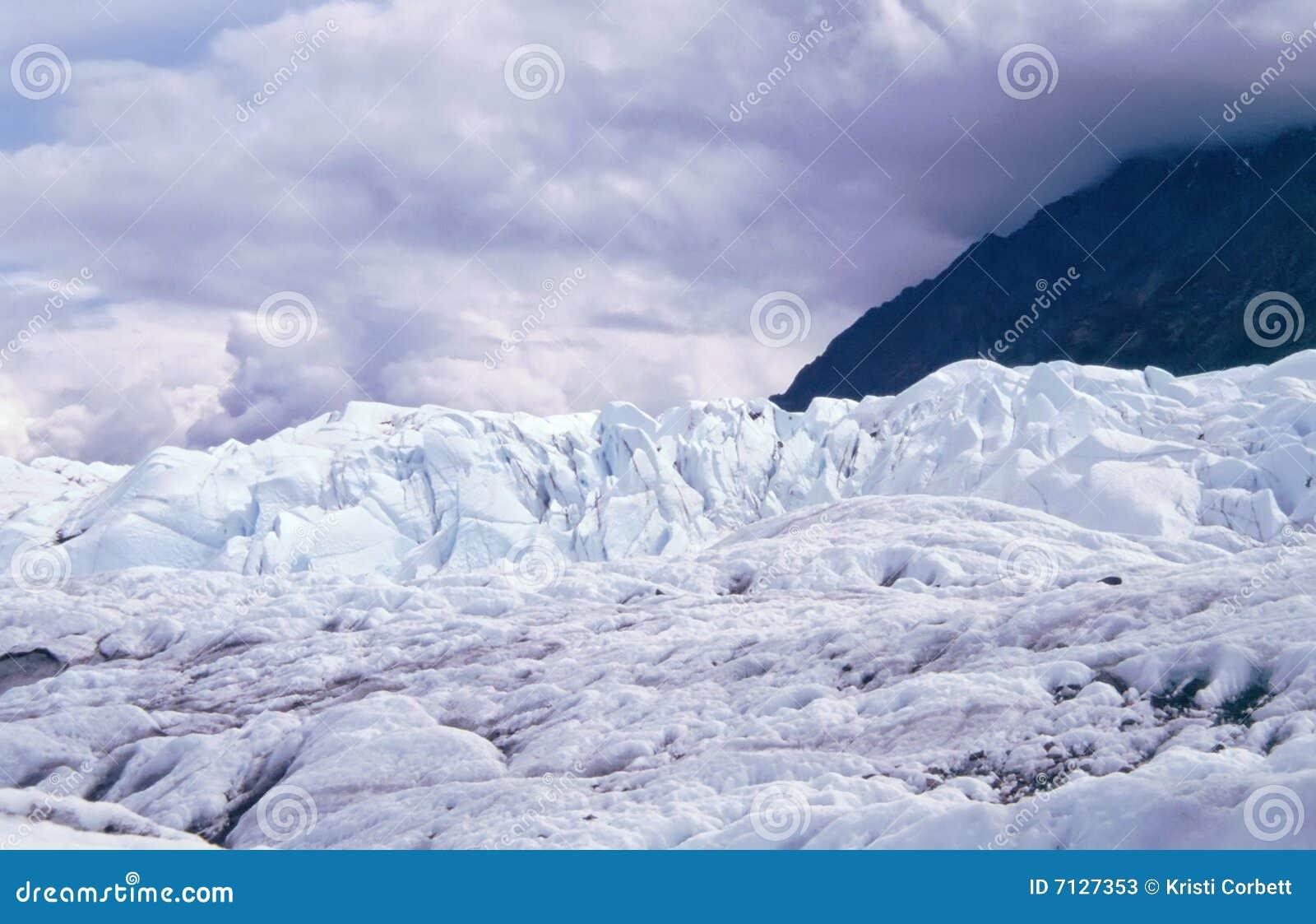 ενάντια στα βουνά matanuska παγετώ