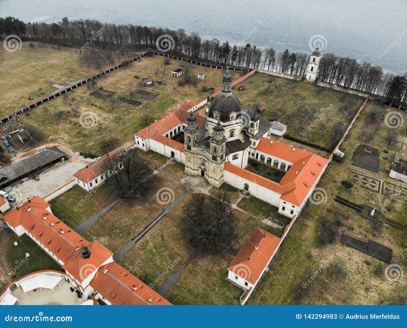 Εναέρια άποψη μοναστηριών Pazaislis σε Kaunas, Λιθουανία