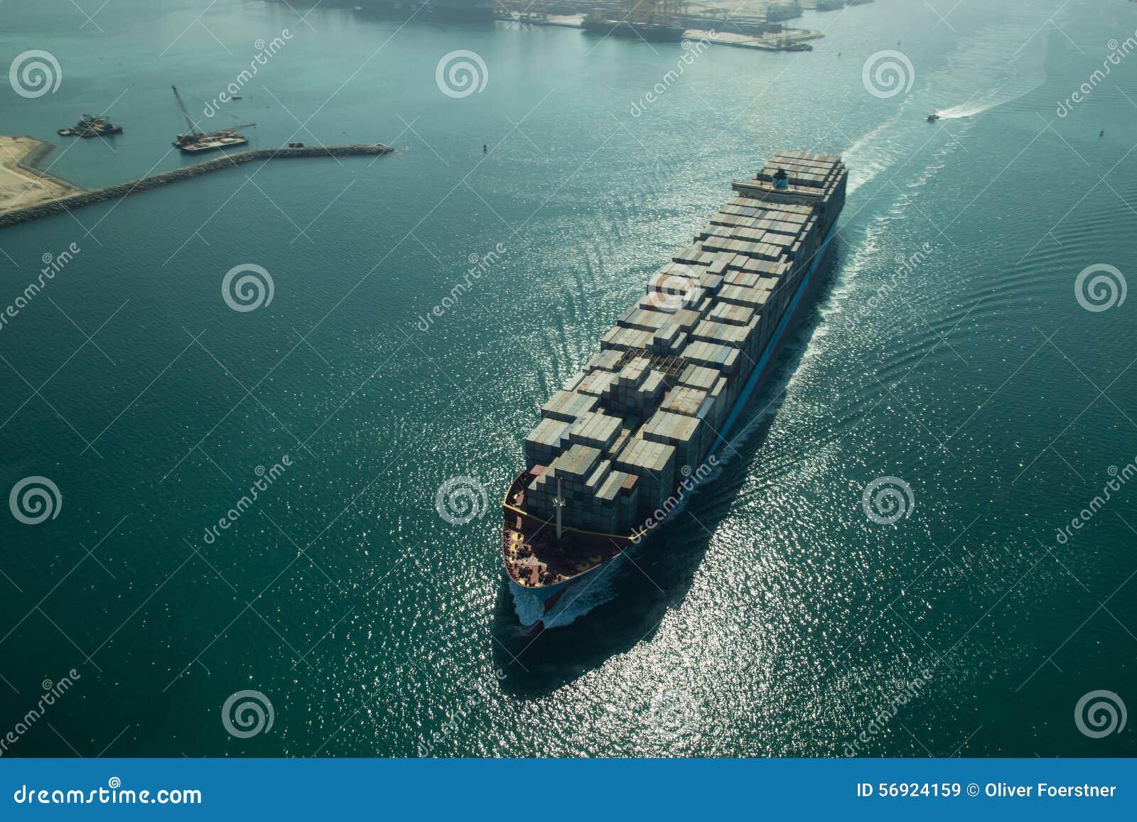 Εναέρια άποψη φορτηγών πλοίων