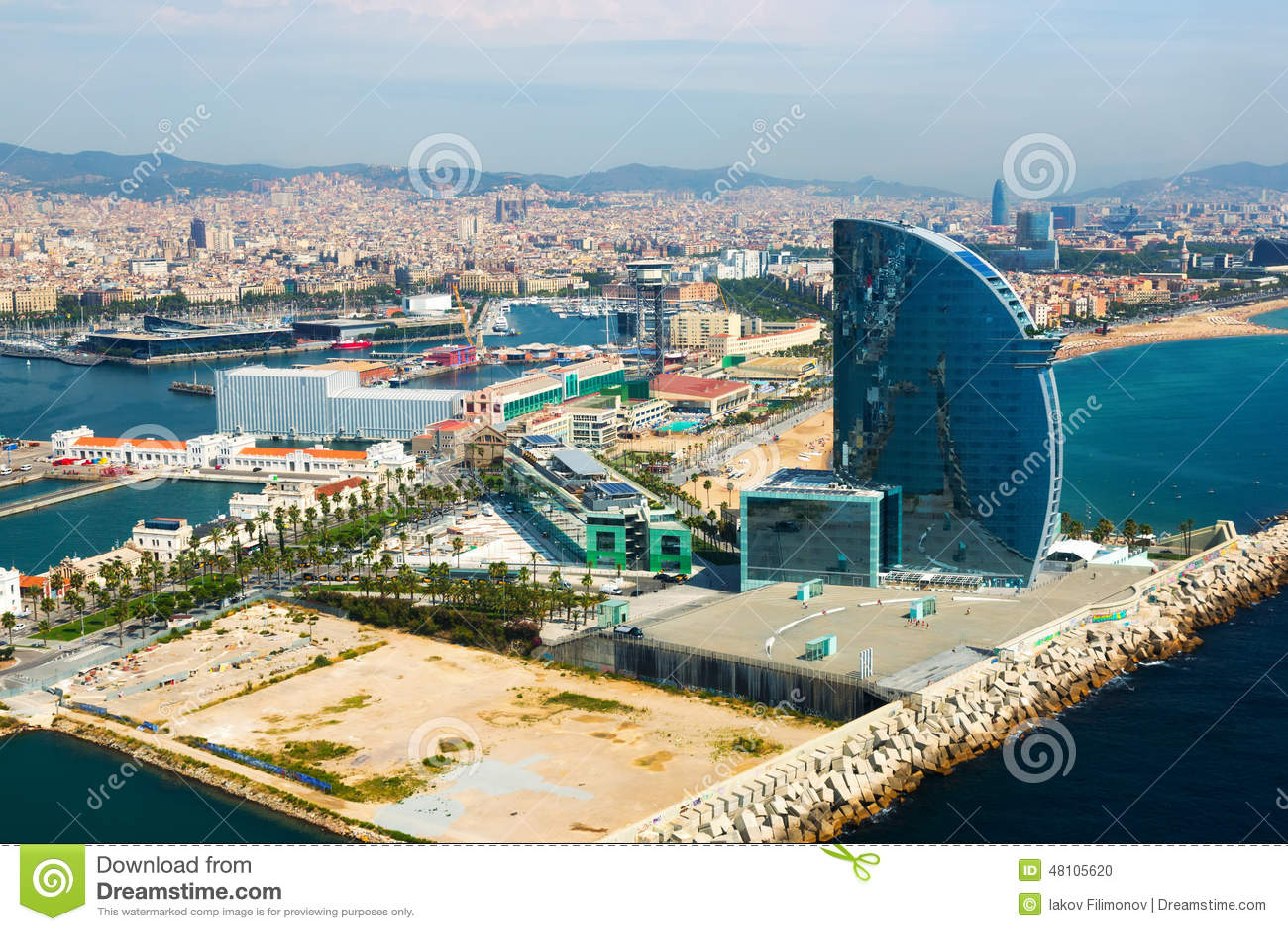 07a005658ebc Εναέρια άποψη Barceloneta από τη θάλασσα Βαρκελώνη Στοκ Εικόνες ...