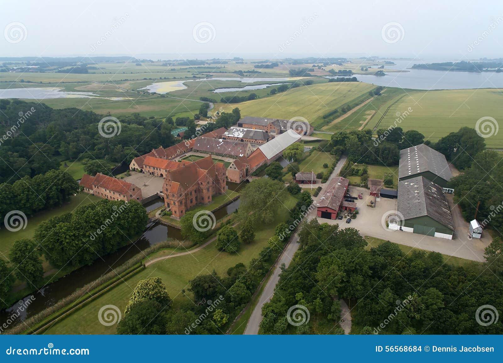 Download Εναέρια άποψη Borreby Castle (Herreborg), Δανία Εκδοτική Στοκ Εικόνα - εικόνα από σκανδιναβία, κόκκινος: 56568684
