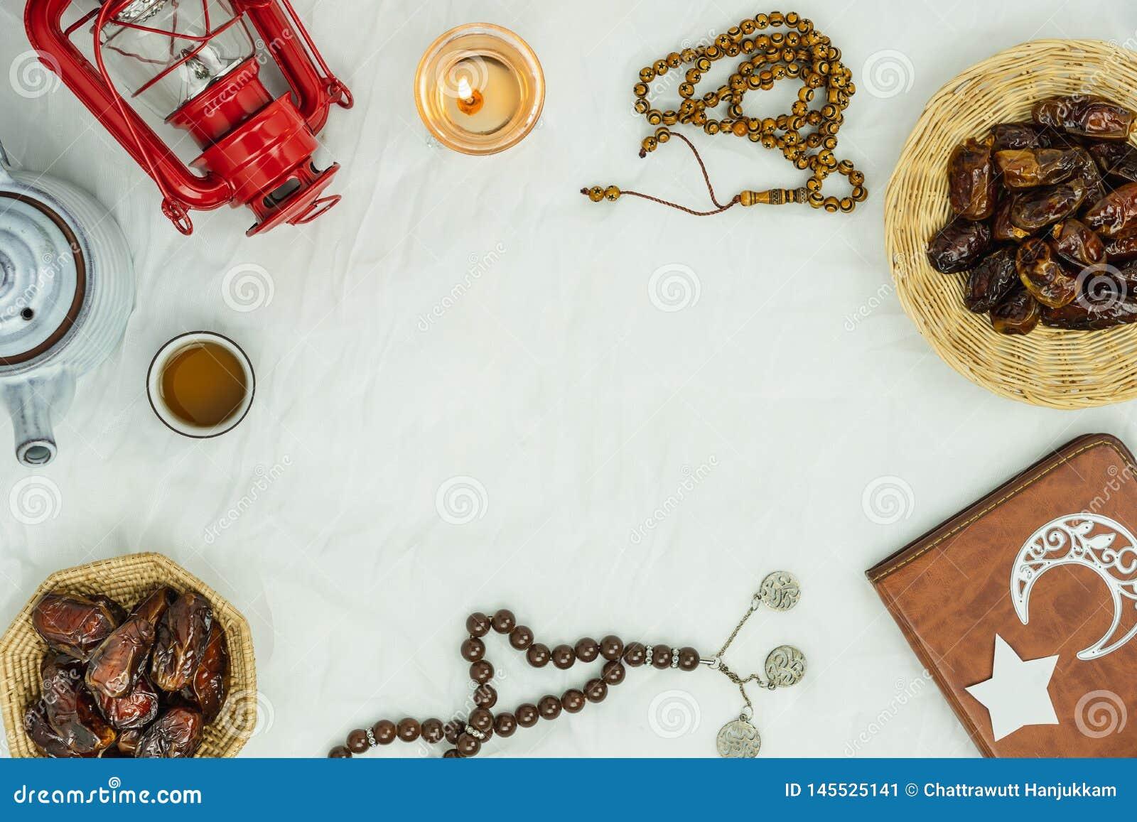 Εναέρια εικόνα άποψης επιτραπέζιων κορυφών του υποβάθρου διακοπών Ramadan Kareem διακοσμήσεων Επίπεδος το ουσιαστικό halal γεύμα