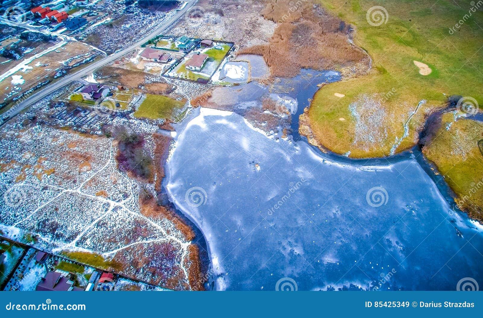 εναέρια παγωμένη όψη λιμνών