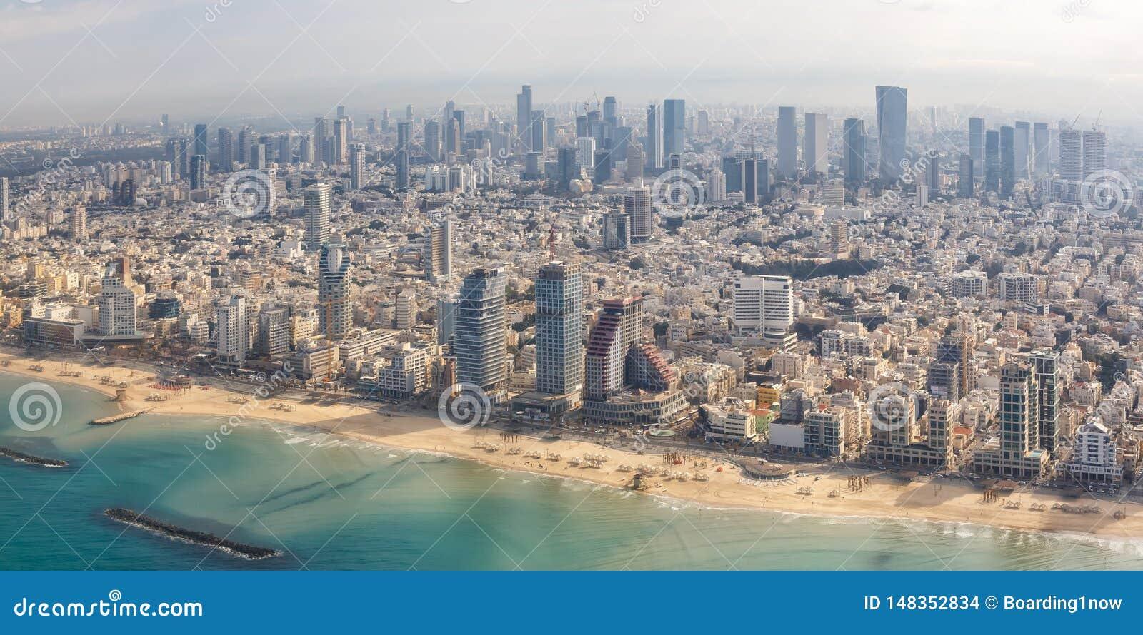 Εναέριοι ουρανοξύστες θάλασσας πόλεων άποψης παραλιών του Ισραήλ πανοράματος οριζόντων του Τελ Αβίβ
